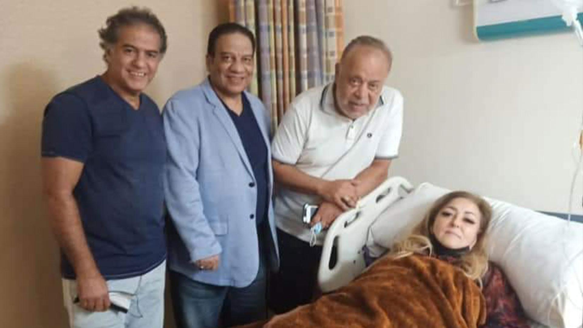 الفنّانة المصرية نهال عنبر في المستشفى.