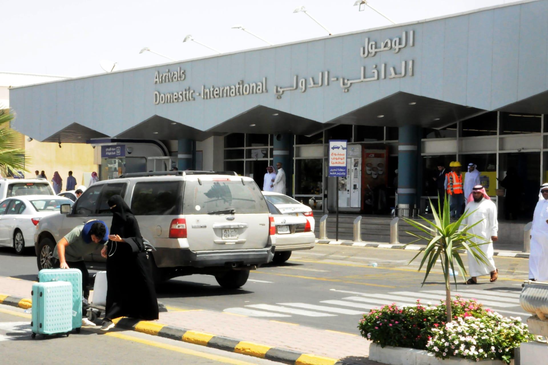 السعودية.. سقوط إصابات وتضرر طائرة مدنية نتيجة إحباط عمليتي استهداف لمطار أبها