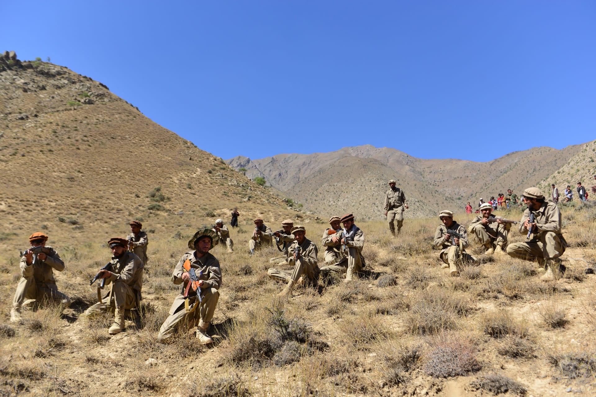 قوات تحالف الشمال وجبهة المقاومة الوطنية الأفغانية في تدريبات عسكرية في وادي بنجشير