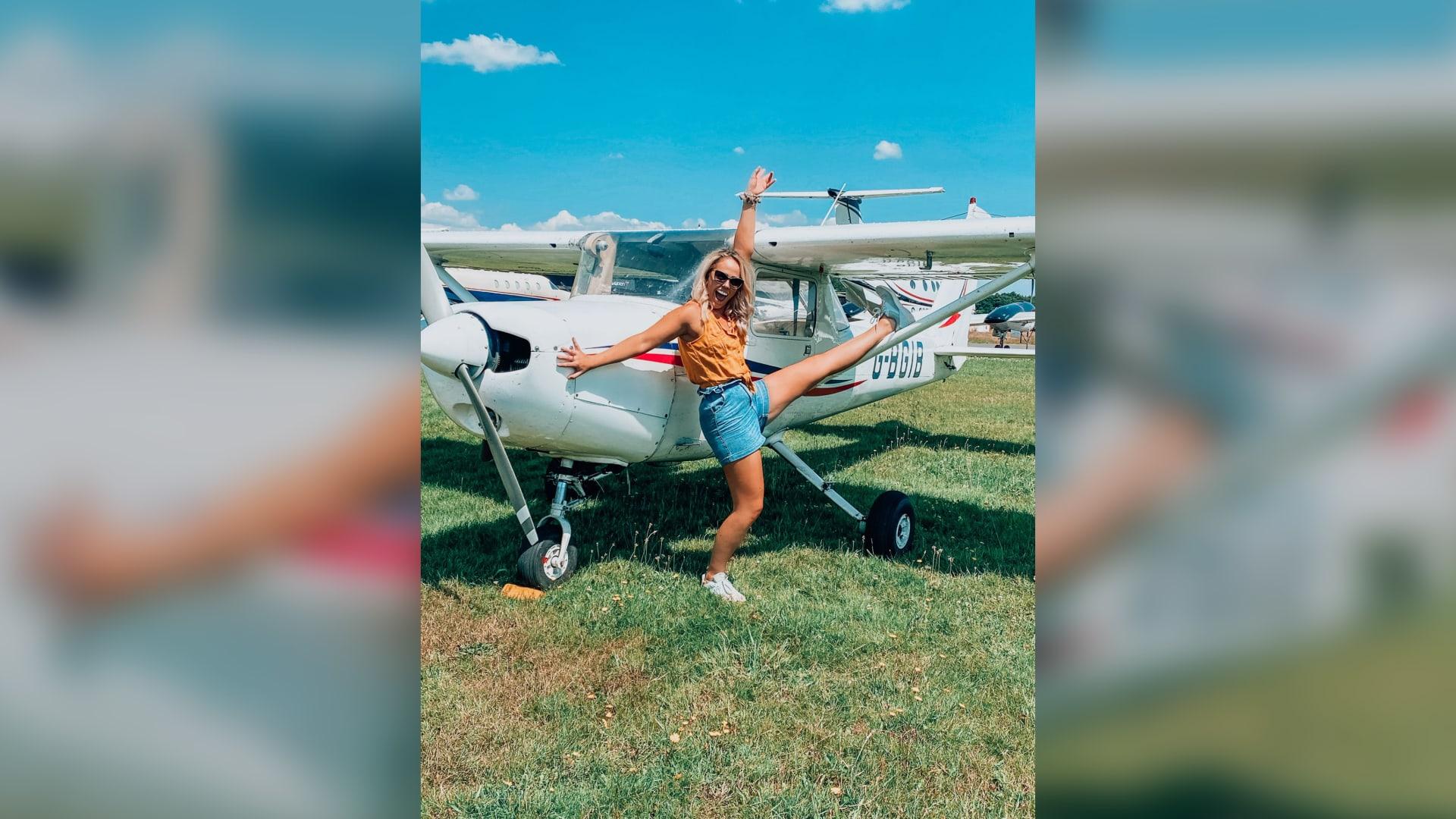 تعرفوا إلى المضيفة التي استغلت أزمة الجائحة لتتدرب كقائدة طائرة