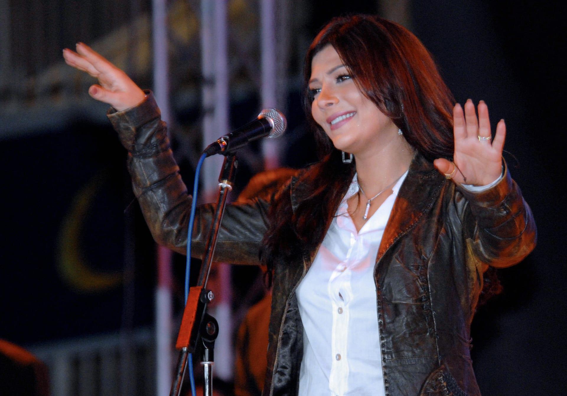 الفنانة السورية أصالة نصري في حفل بعدن في اليمن يوم 14 فبراير / شباط 2008