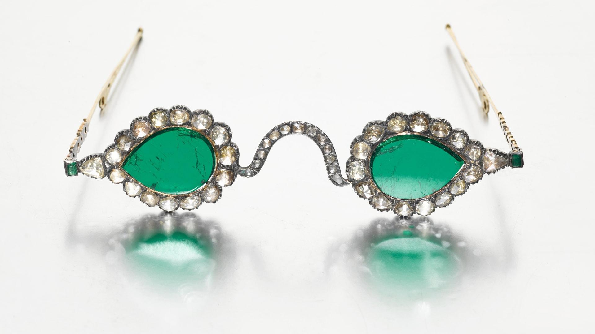 النظارات تبلغ تكلفتها 3.5 مليون دولار صممت لدرء الشر عن مرتديها
