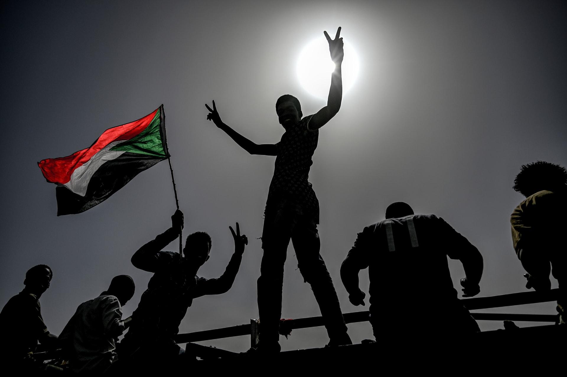 محاولة انقلاب في السودان.. وزير الإعلام يكشف الجهة المسؤولة: أرادوا إعادة عقارب الساعة للوراء