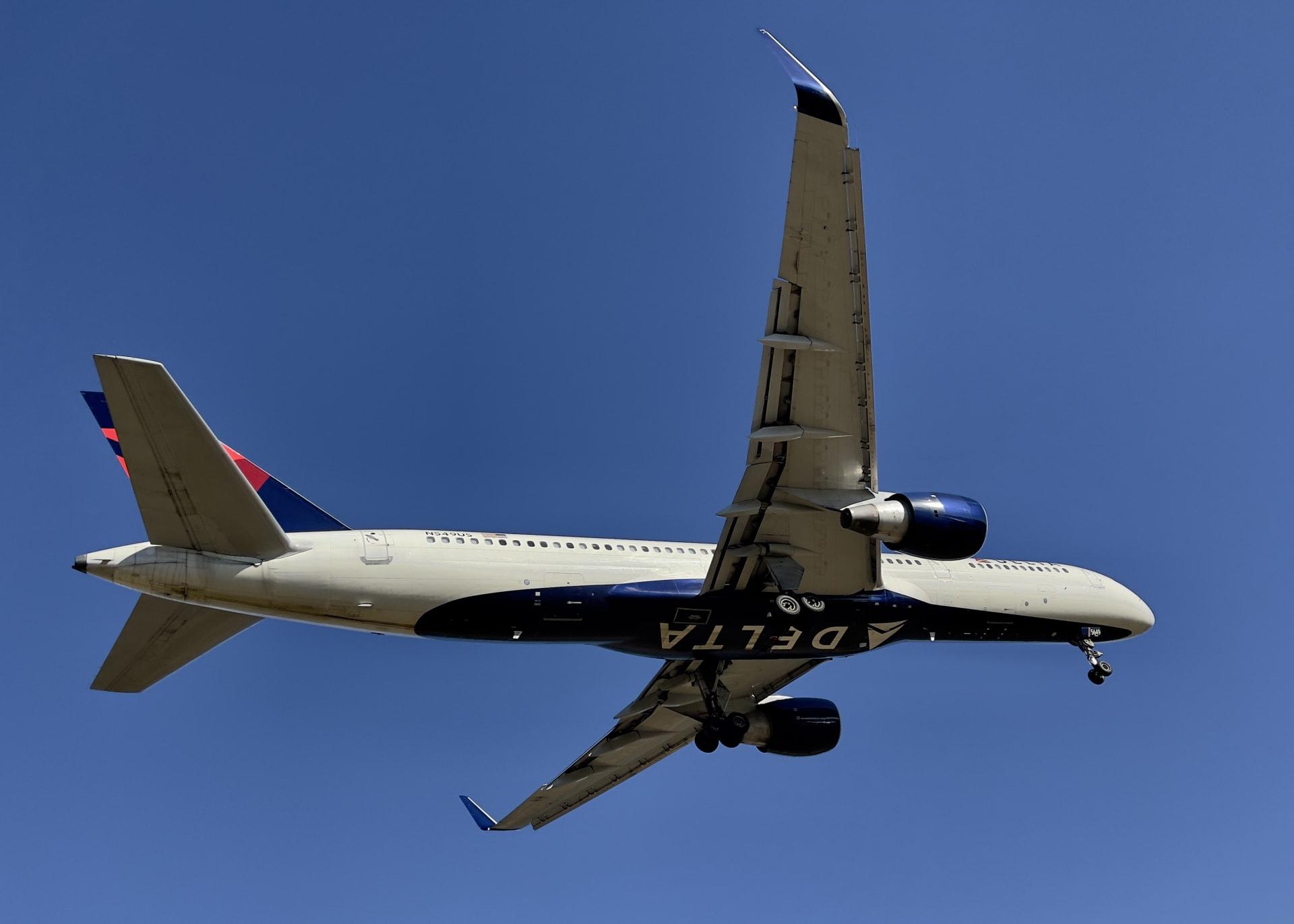"""طائرة تابعة ل""""دلتا"""""""