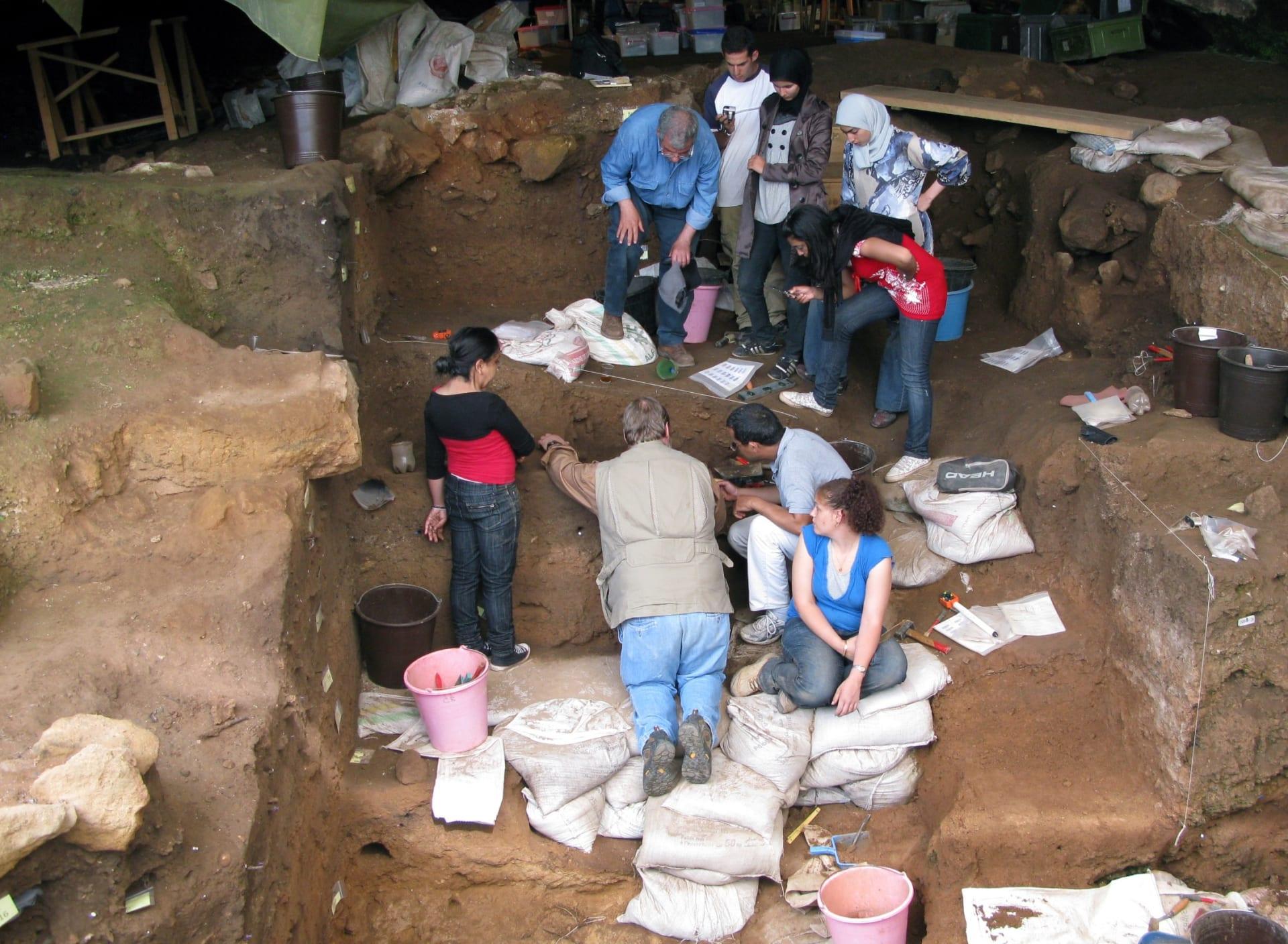 جانب لا يزال مبهما من تاريخ البشرية.. يكشف كهف بالمغرب عن أقدم دليل لصناعة البشر للملابس