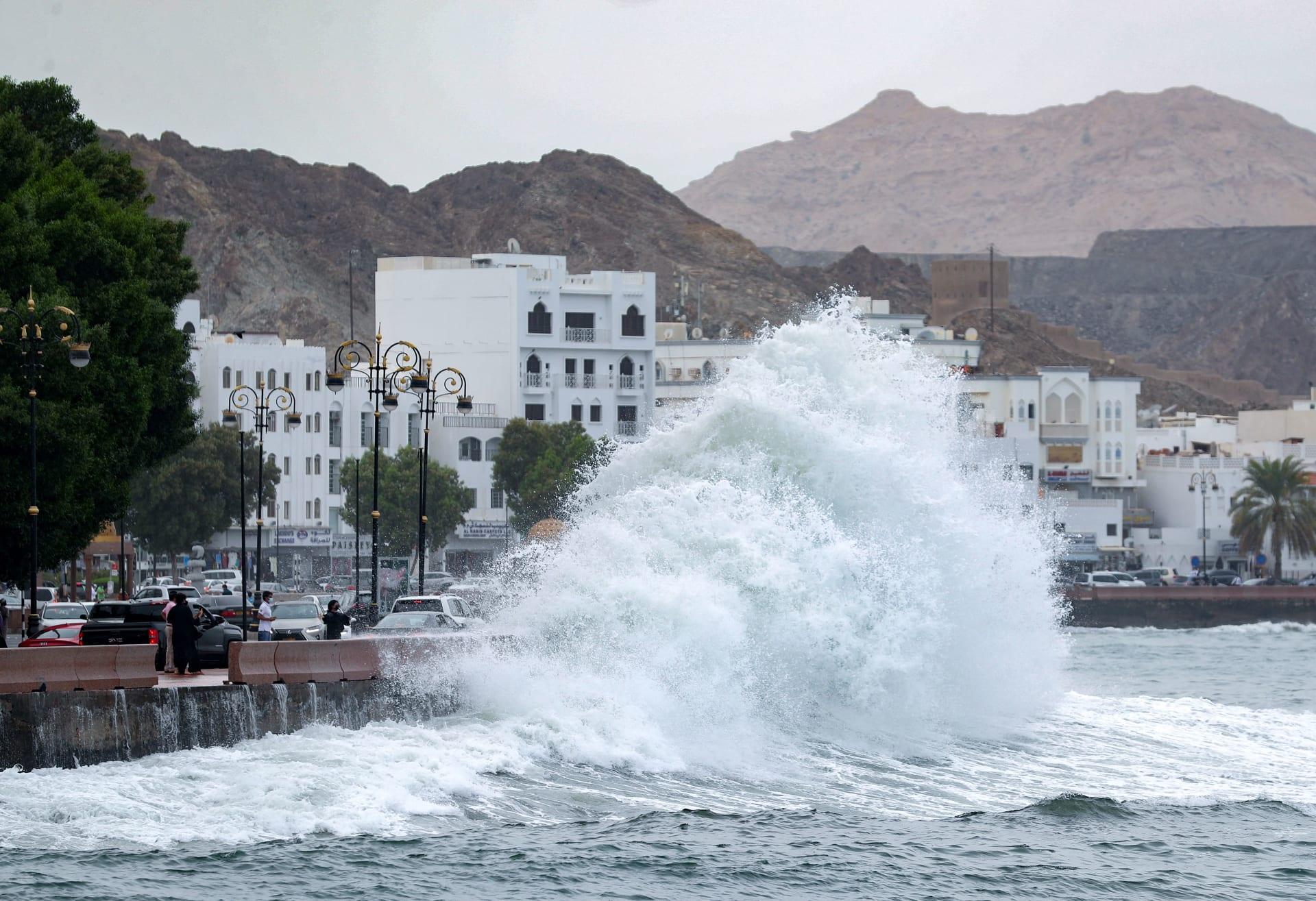 """بسبب الإعصار """"شاهين"""".. سلطنة عُمان تمنح الموظفين إجازة يومي الأحد والاثنين"""