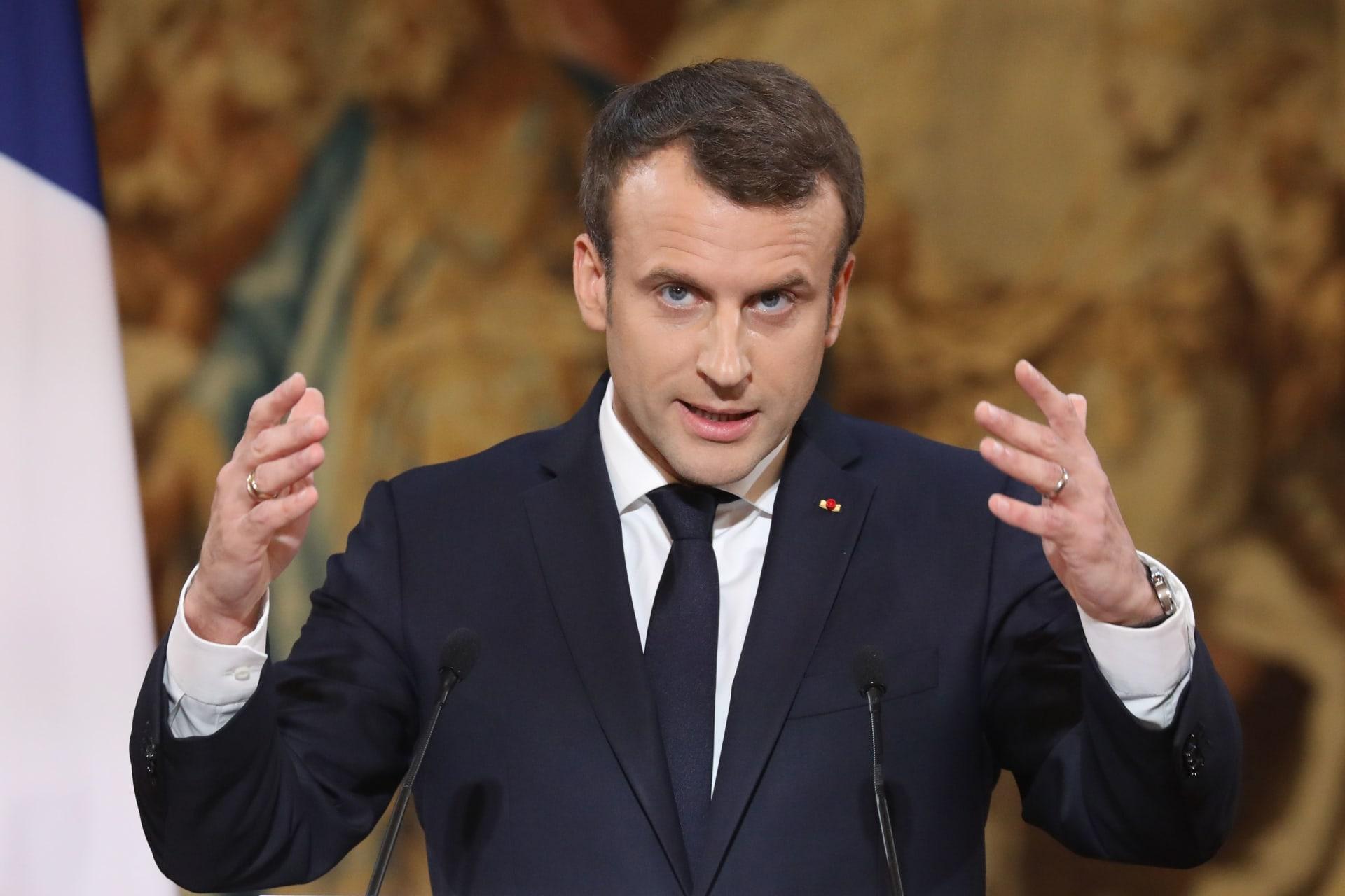 صورة للرئيس الفرنسي إيمانويل ماكرون خلال إلقائه كلمة في قصر الإيليزيه