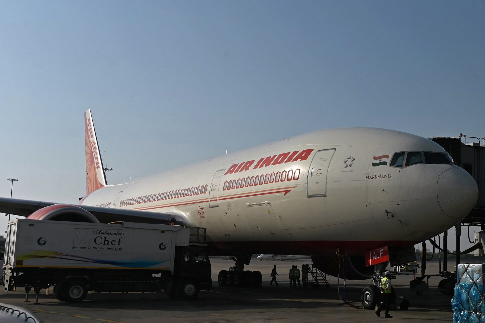 طائرة تابعة لشركة طيران الهند على مدرج مطار أنديرا غاندي الدولي في نيودلهي في 8 أكتوبر 2021