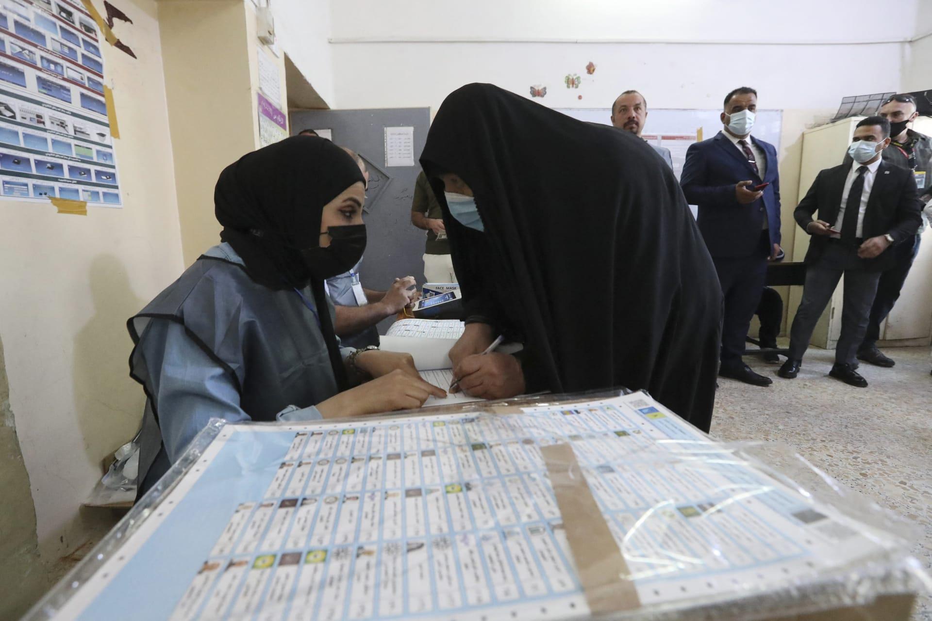 """العراقيون يصوتون في الانتخابات البرلمانية.. والكاظمي يدعو إلى """"تغيير الواقع"""""""