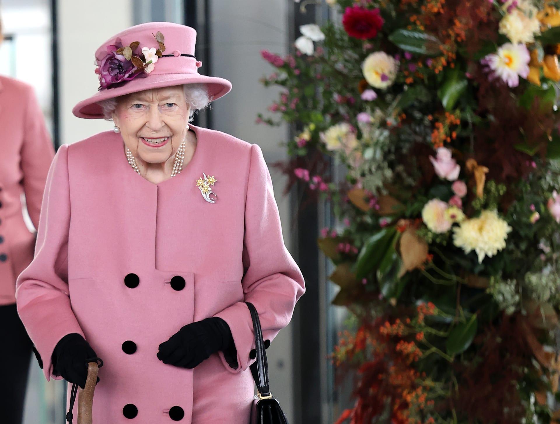 """ملكة بريطانيا إليزابيث الثانية ترفض لقب """"عجوز العام"""""""