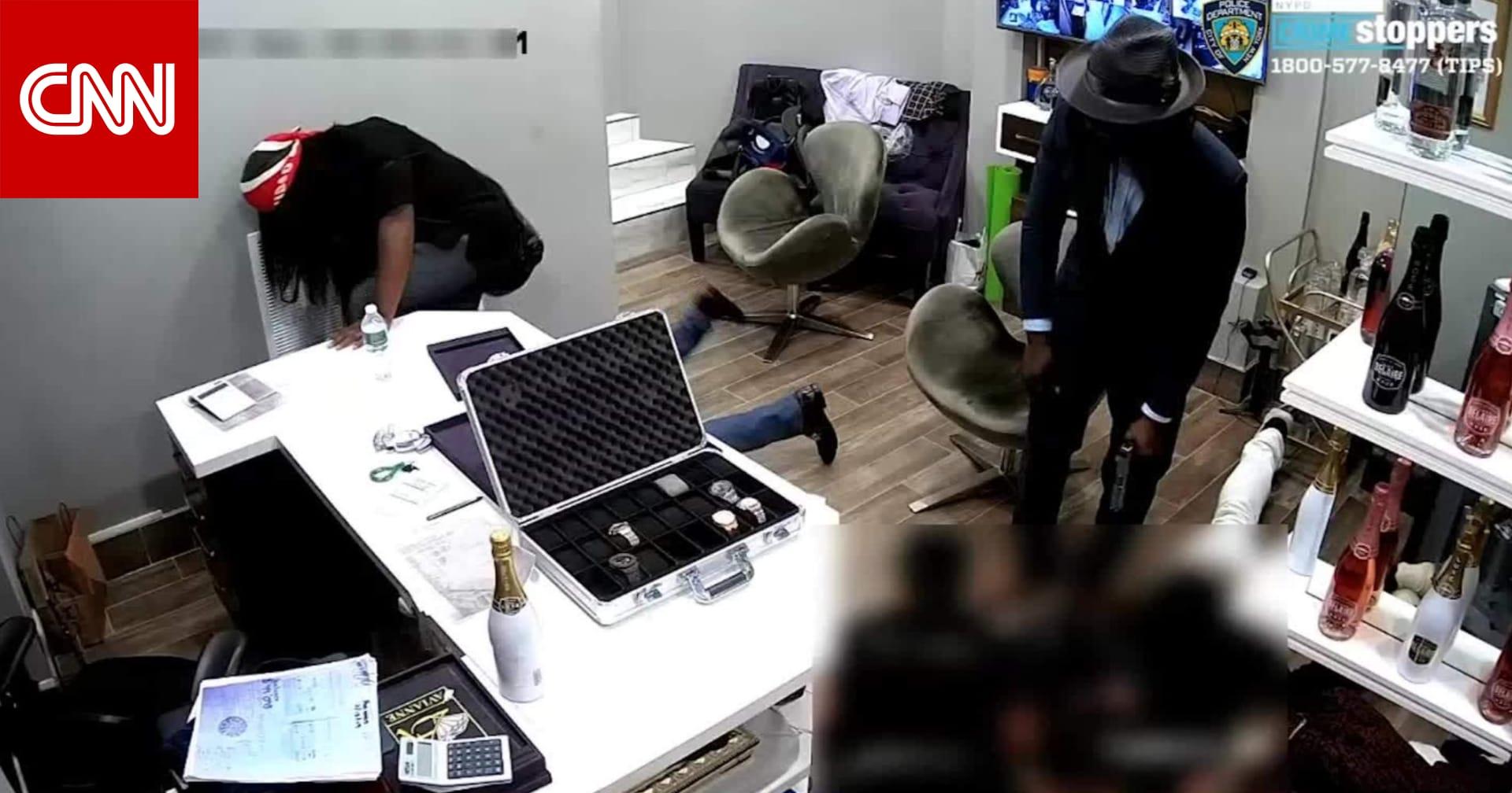 كاميرا توثق عملية سطو مسلح لمتجر مجوهرات في نيويورك