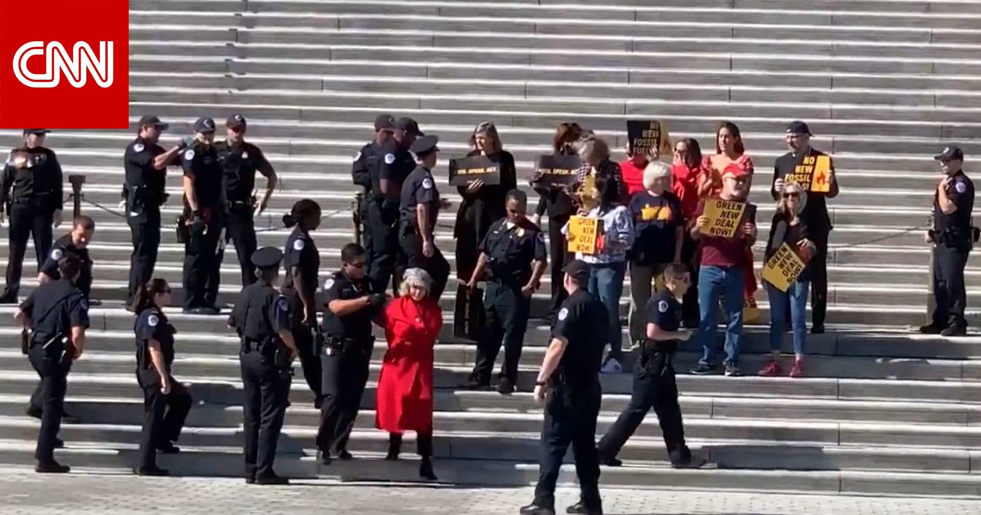 الشرطة تعتقل الممثلة جين فوندا أمام مبنى الكابيتول في واشنطن