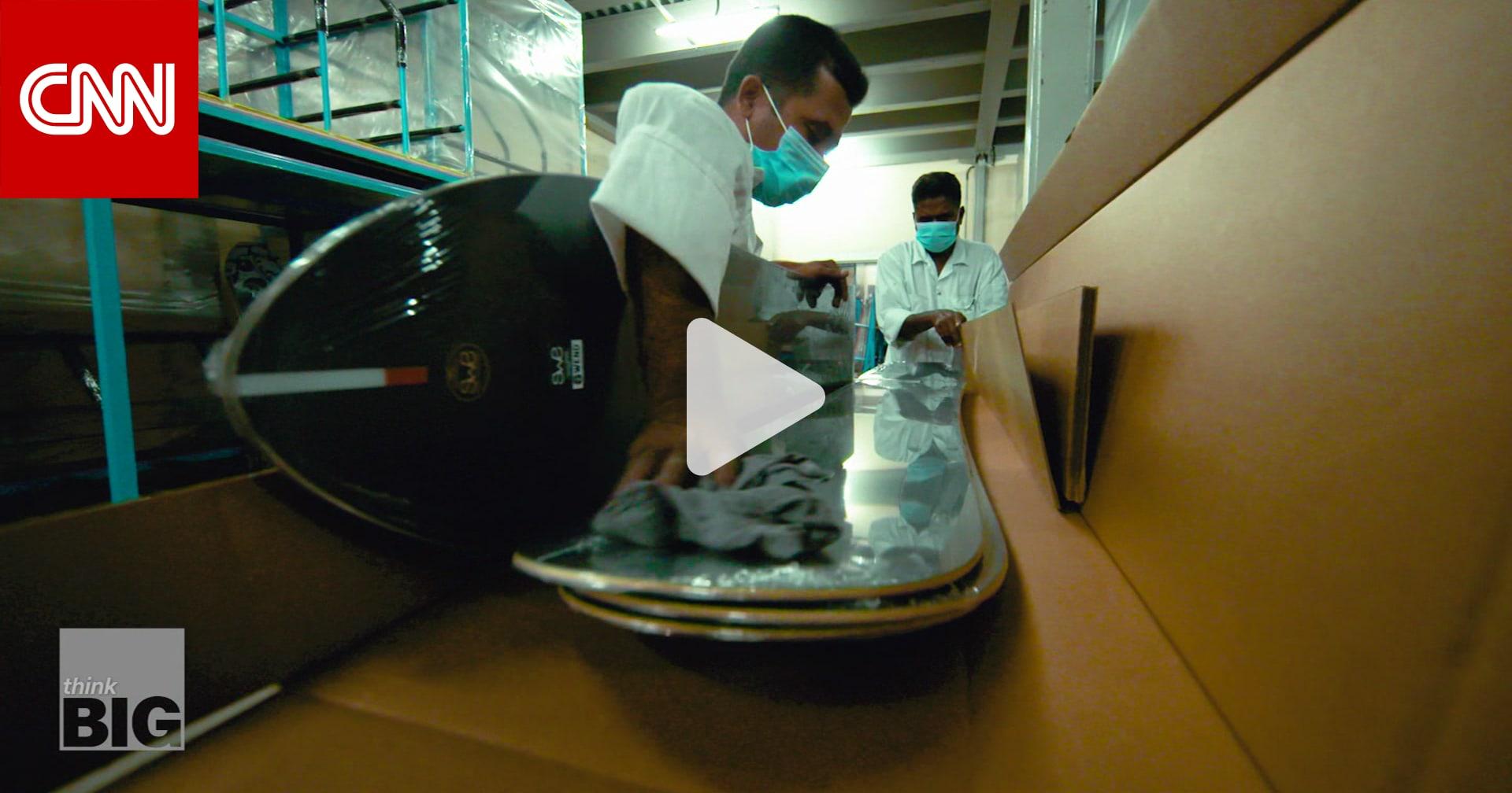 من صحراء دبي.. تظهر إحدى أكبر الشركات المصنعة لألواح التزلج على الجليد