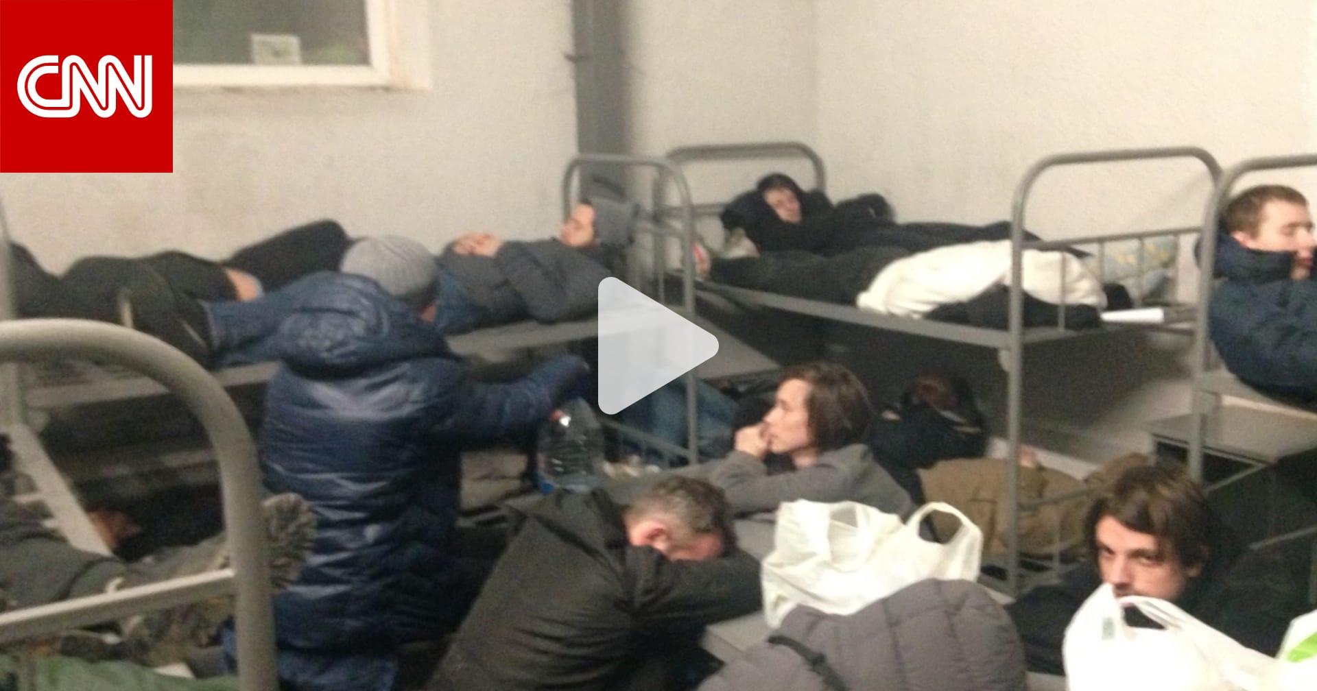 أُعتقل الكثير منهم لدرجة أن الزنزانات نفذت.. شاهد كيف يعاني مؤيدو نافالني في سجون موسكو