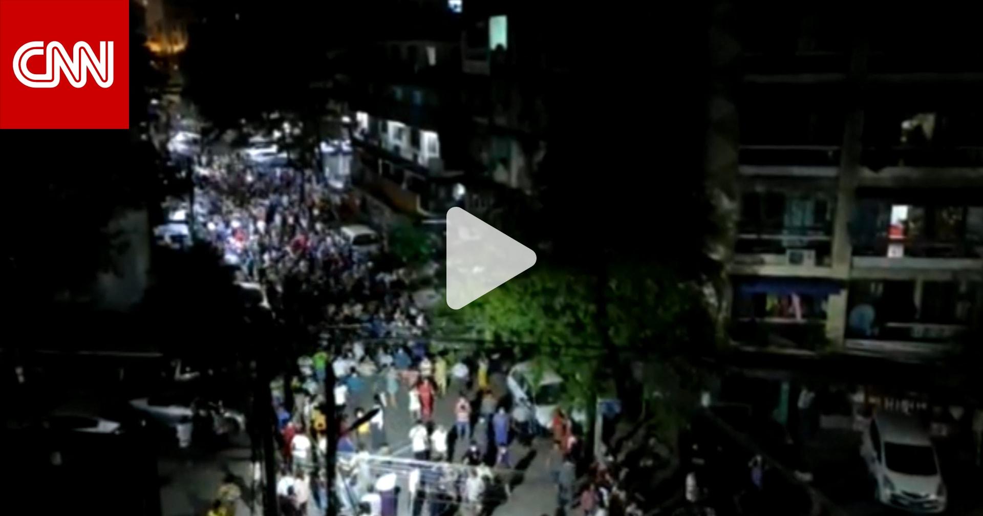 انقلاب ميانمار.. شاهد مظاهرة ليلية حاشدة ضد الاعتقالات العسكرية للمدنيين