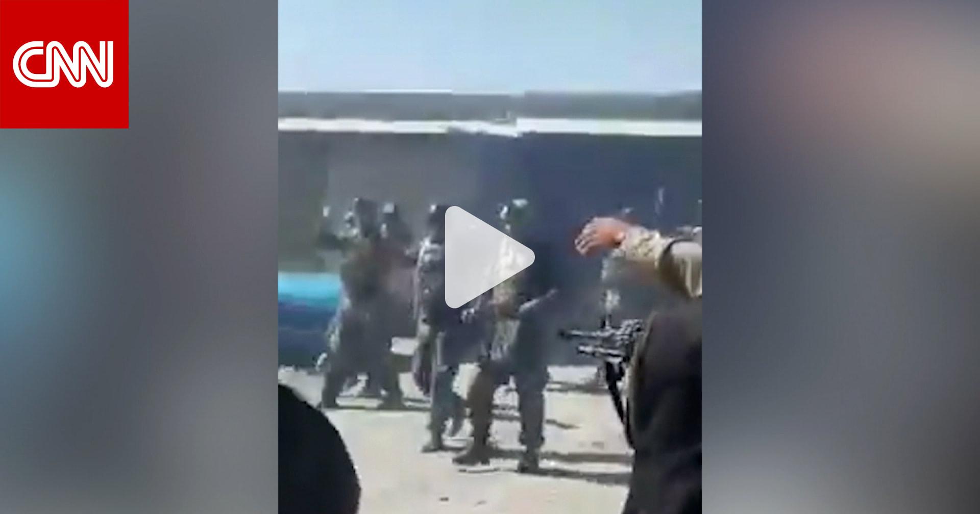 """بعد استسلامهم بلحظات.. طالبان تعدم 22 من جنود الـ""""كوماندوز"""" الأفغان في ثوان"""