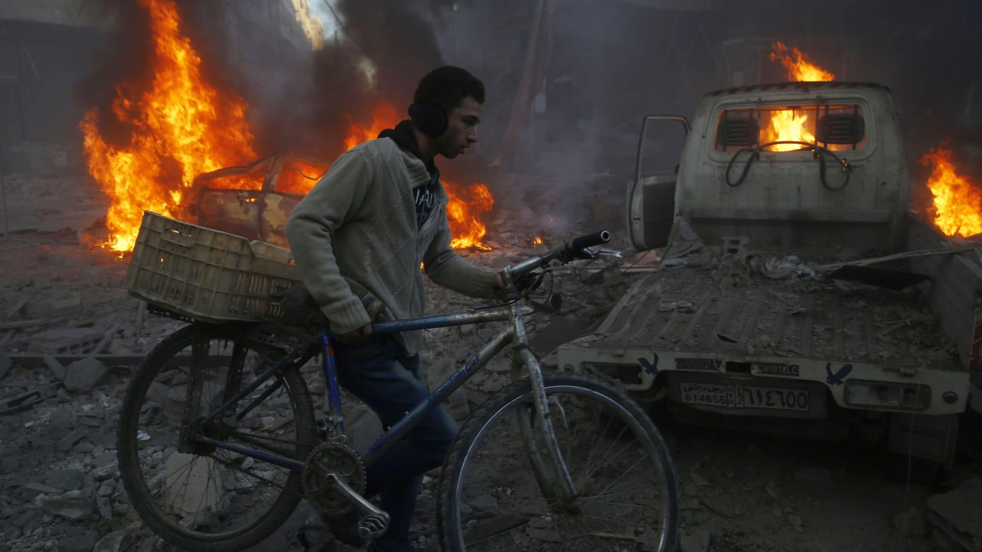 """بالفيديو.. تقرير لـ """"آمنستي"""": روسيا تستخدم قنابل عنقودية وعدد القتلى المدنيين أكثر من العسكريين"""