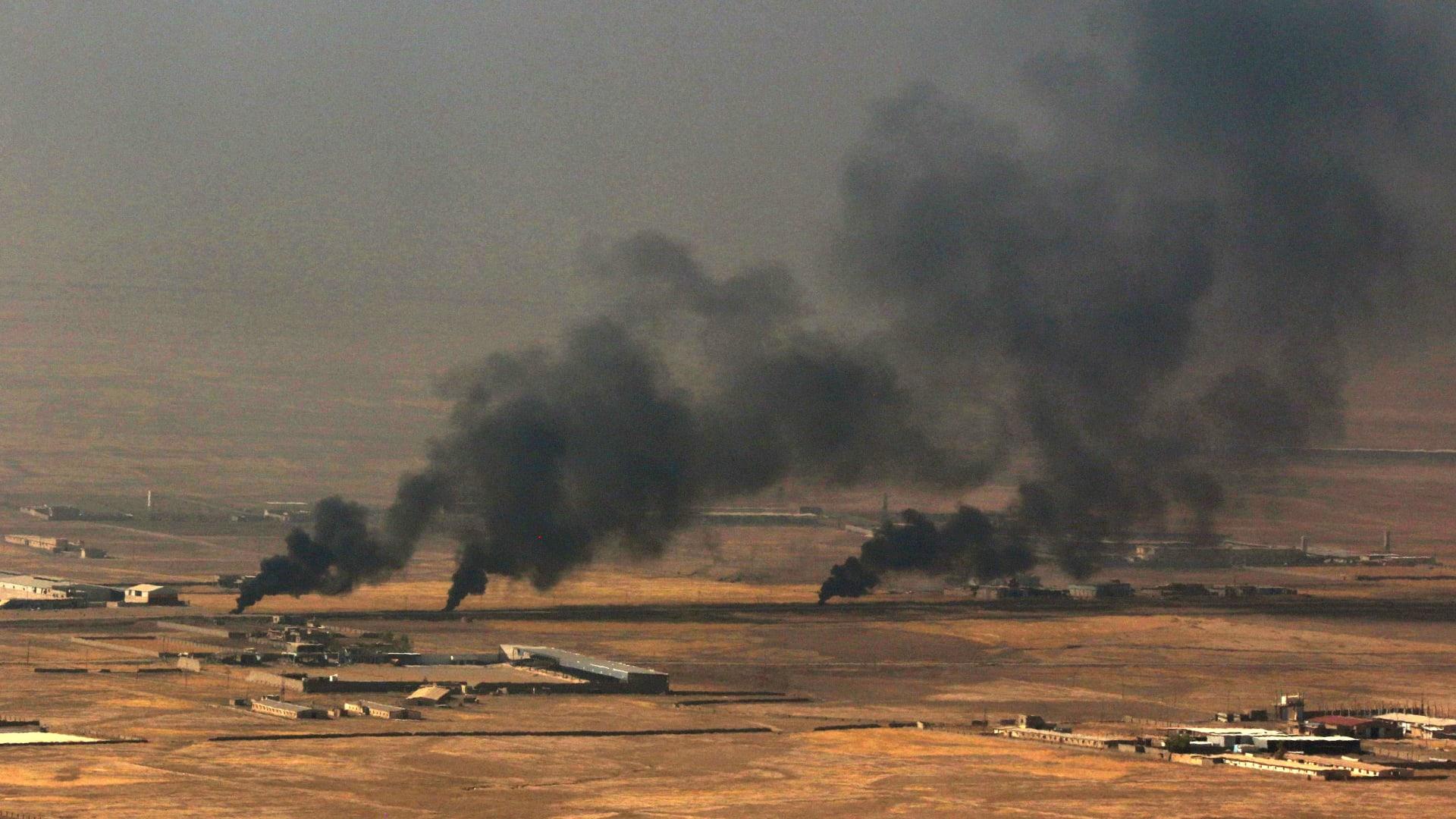 شاهد عنصر بداعش يقود سيارته المفخخة صوب القوات العراقية بالموصل