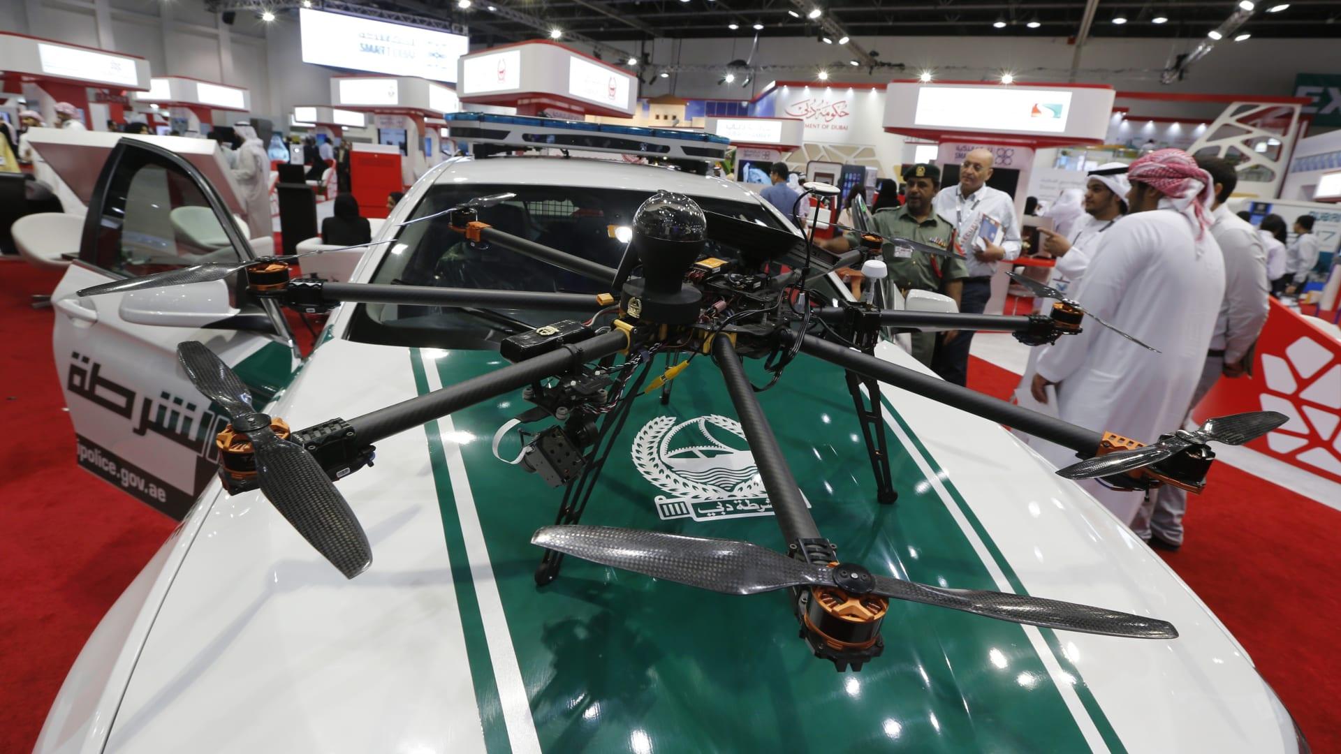 شاهدوا تحليق أول مركبة جوية ذاتية القيادة في دبي