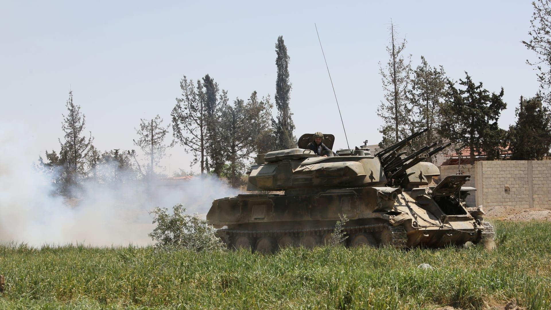 شاهد.. كاميرا CNN بسوريا توثّق خروج مقاتلي المعارضة من دوما