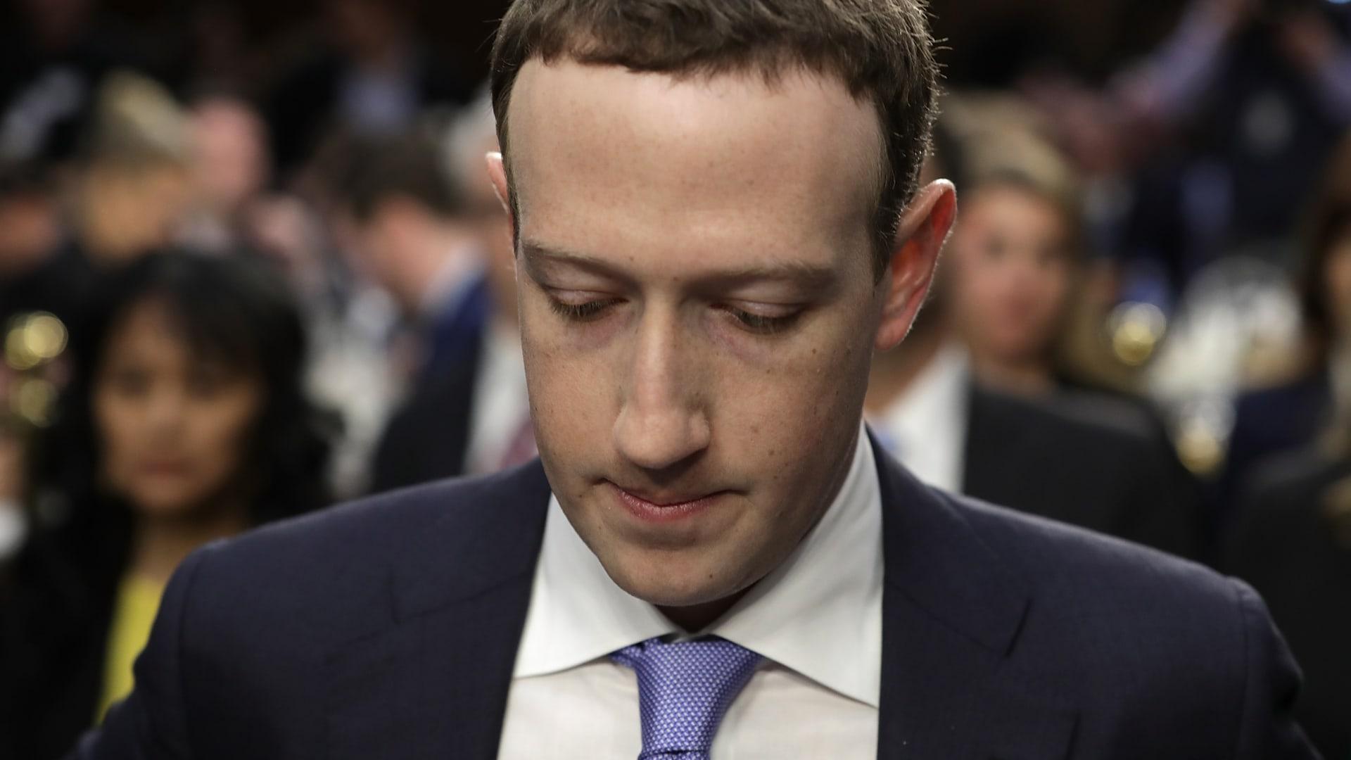 """كل ما تحتاج معرفته عن قضية """"كامبردج أناليتيكا"""" و""""فيسبوك"""""""