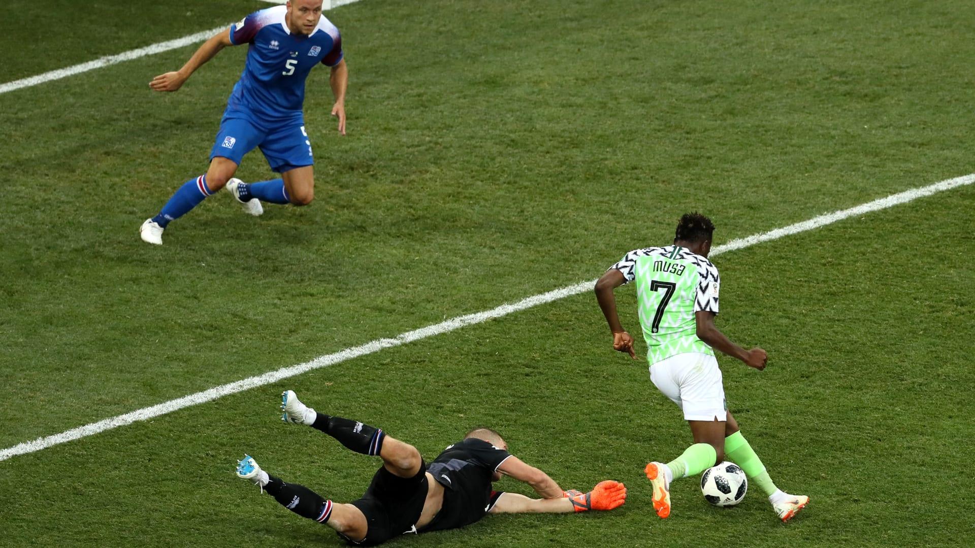 شاهد.. دقيقة حداد على الهواء مباشرة بعد خسارة الأرجنتين