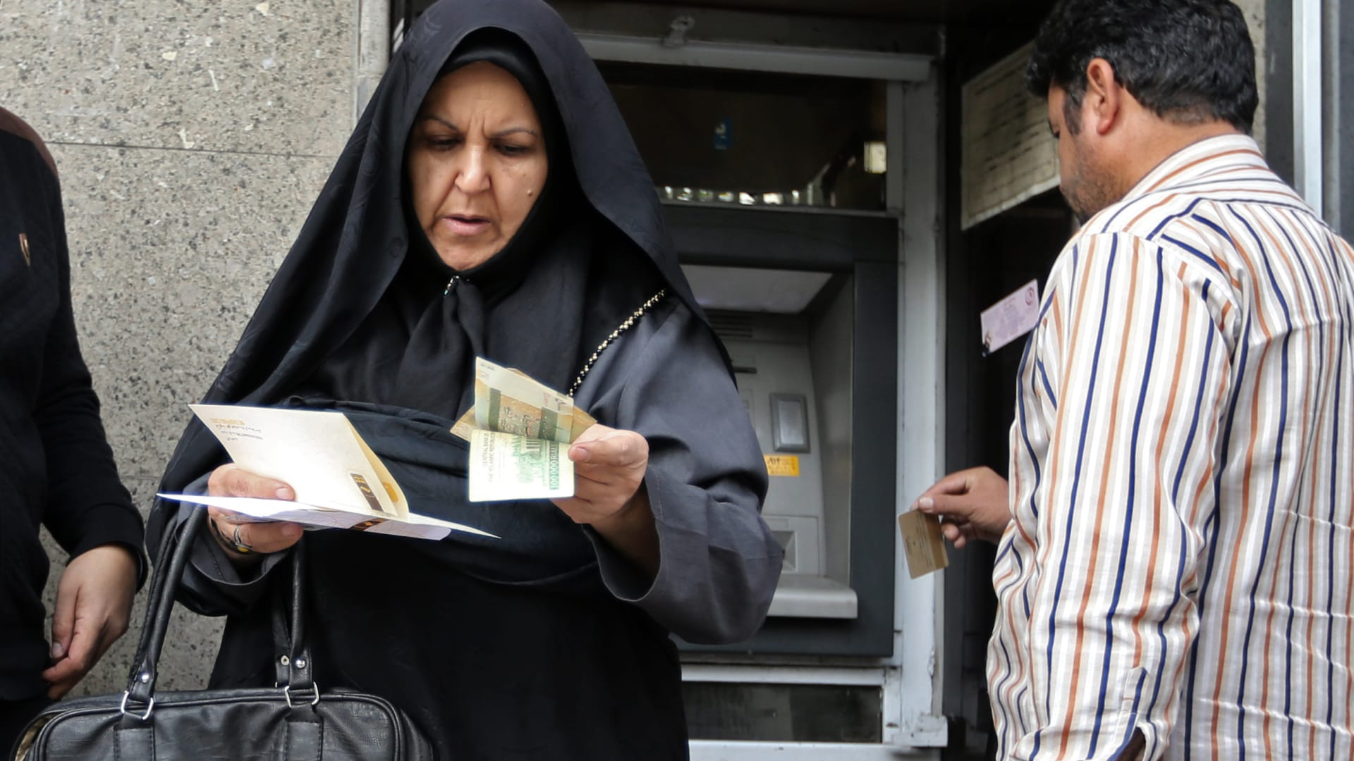 العقوبات على النفط الإيراني.. هل يُعيد التاريخ نفسه وتقفز ال