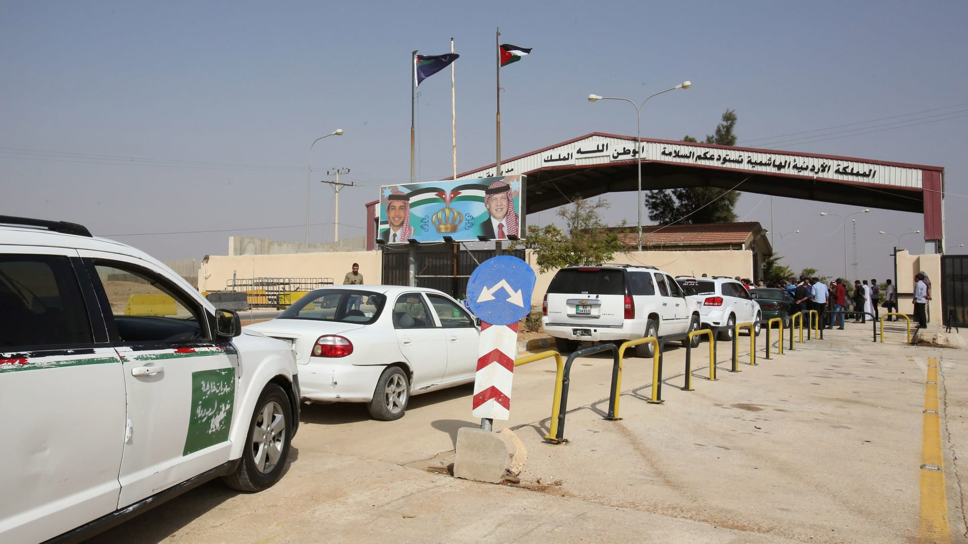 CNN -monitors -first -moments -opening -Jaber -crossing -Jordan