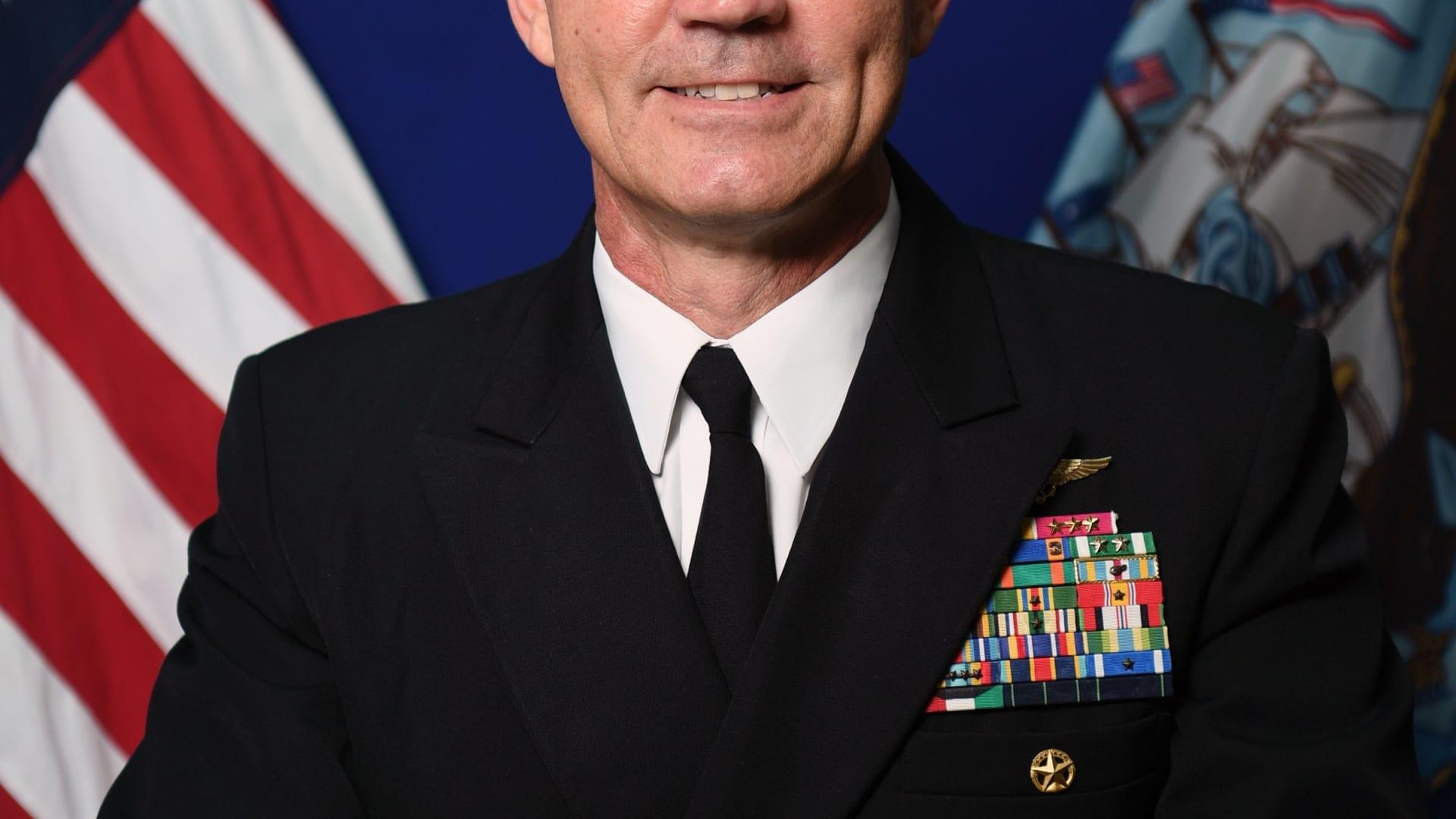 تحقيقات في البحرين بعد وفاة قائد البحرية الأمريكية بالمنطقة