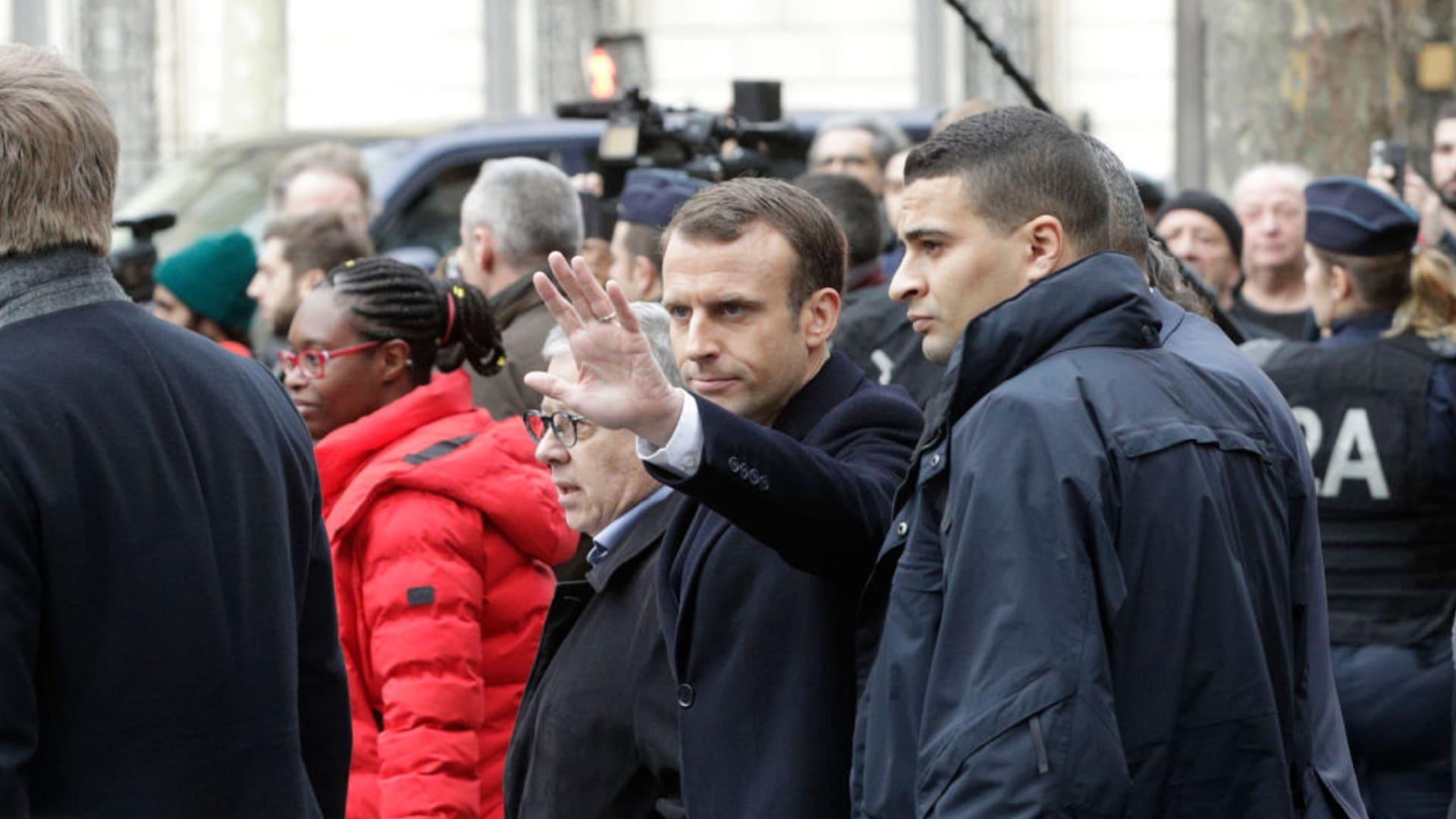 """اعتقالات وإصابات في احتجاجات """"السترات الصفراء"""" بباريس"""