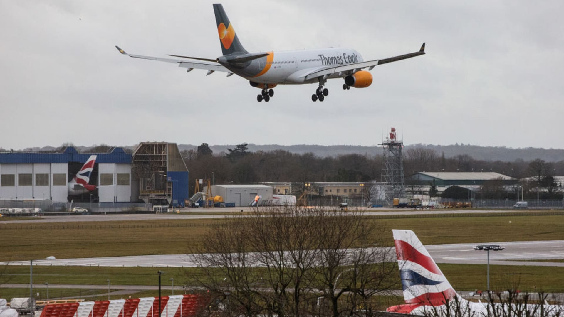 استئناف الرحلات بعد فوضى طائرة بدون دون طيار بمطار جاتويك