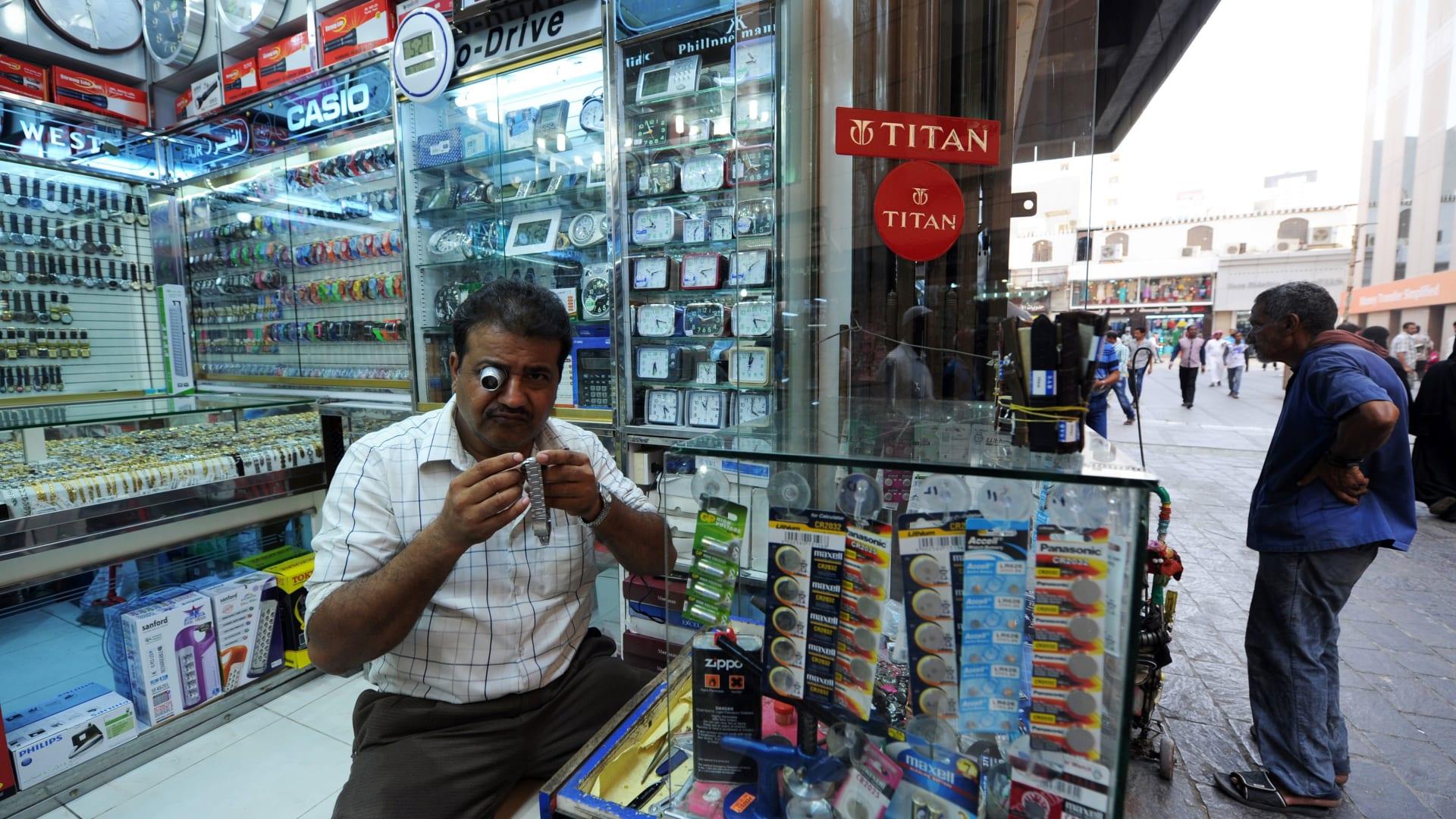 السعودية تحدد نسب الوافدين بمنافذ البيع بـ30%