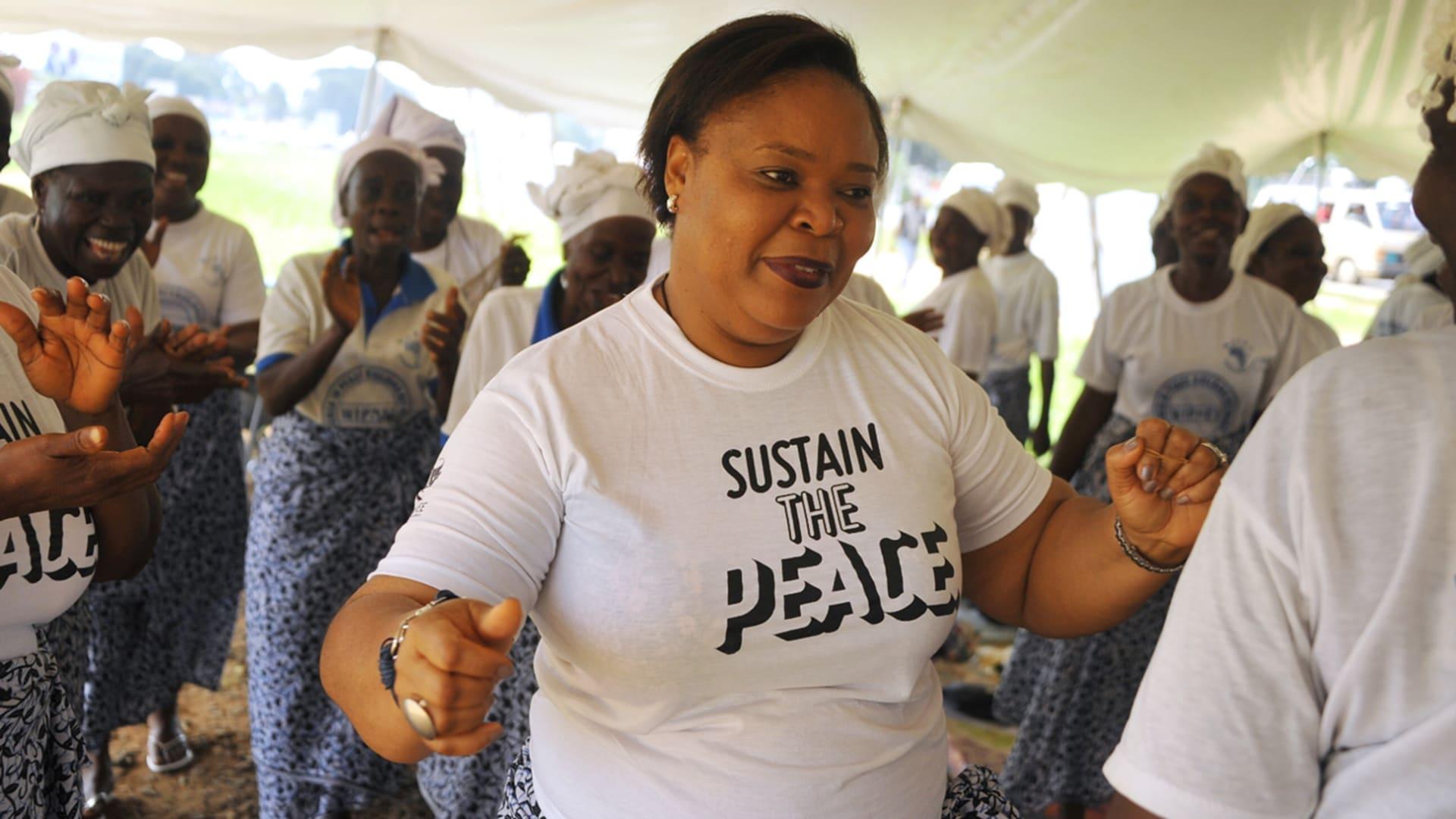 ما هو دور النساء في بناء مجتمعات ما بعد الحروب؟