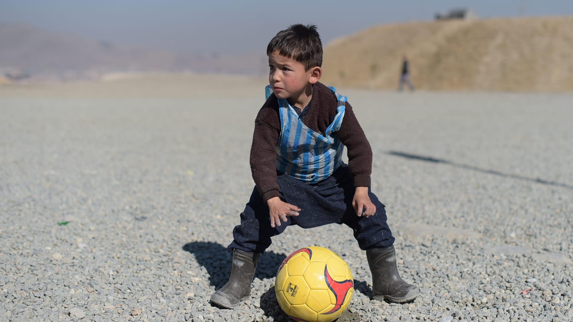 الطفل ميسي يناشد قدوته من جديد: أخرجني من أفغانستان