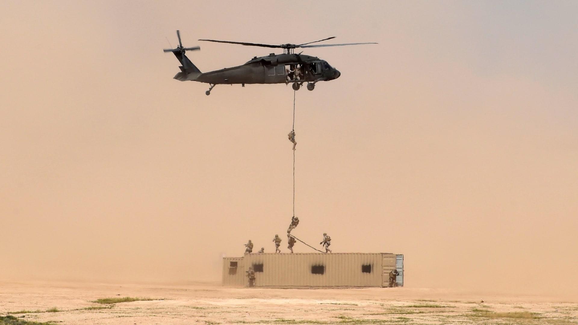 سيناتور يتحدث عن تقرير سلاح أمريكي للحوثي والقاعدة باليمن