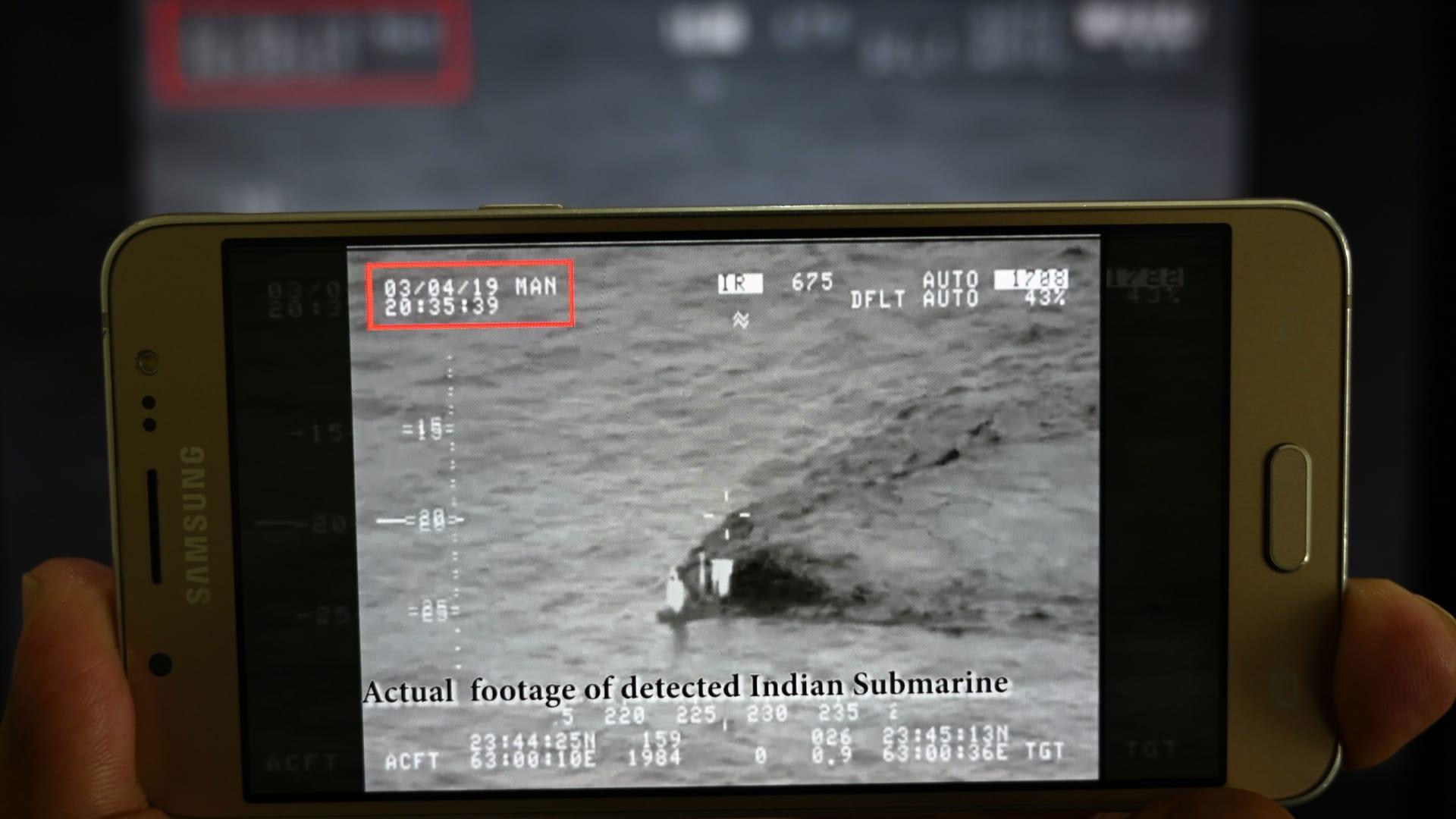 لحظة اعتراض البحرية الباكستانية غواصة هندية في عرض البحر
