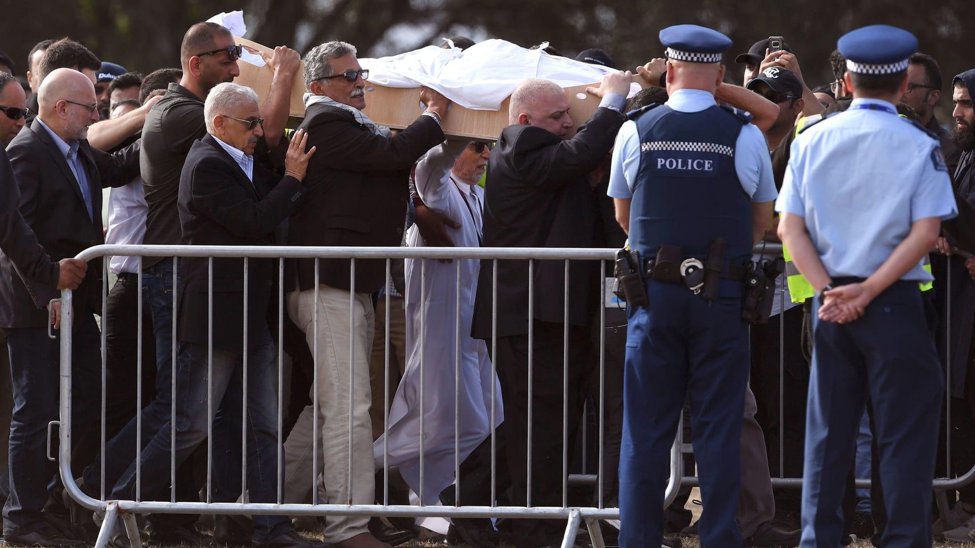 حصري.. فيديو مراقبة يظهر الهلع أثناء هجوم نيوزيلندا