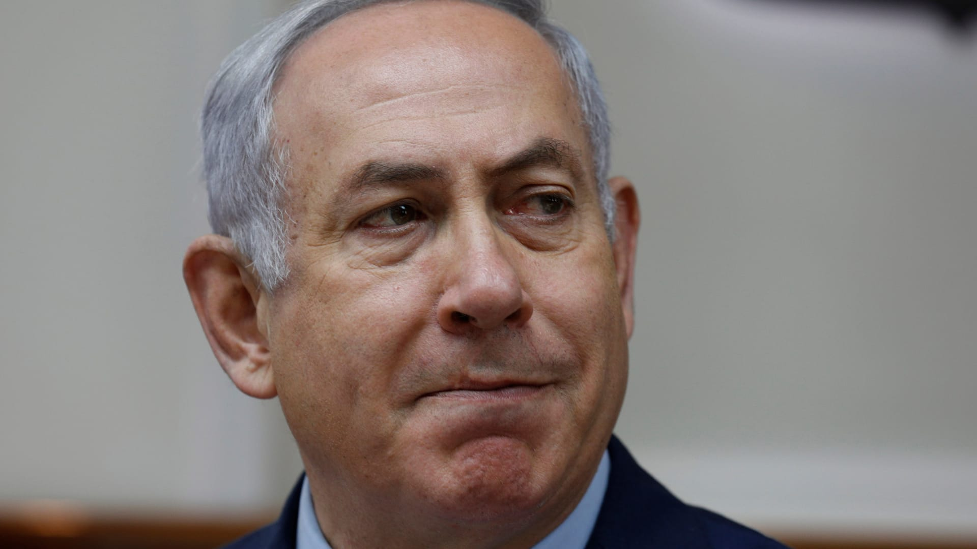 المشاهد الأولى بعد إصابة صاروخ لمنزل إسرائيليين قرب تل أبيب