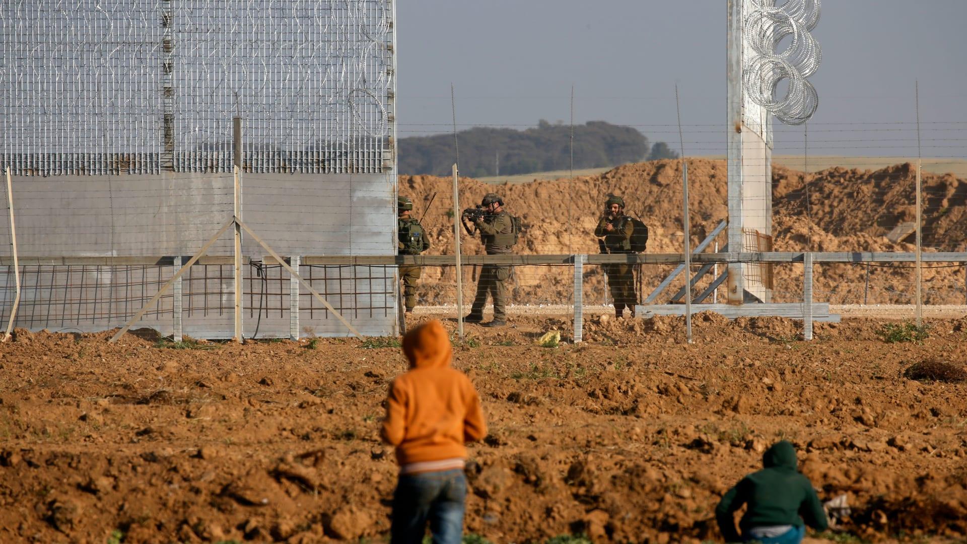 إطلاق صاروخين من غزة على إسرائيل ونتنياهو يعقد اجتماعا أمنيا
