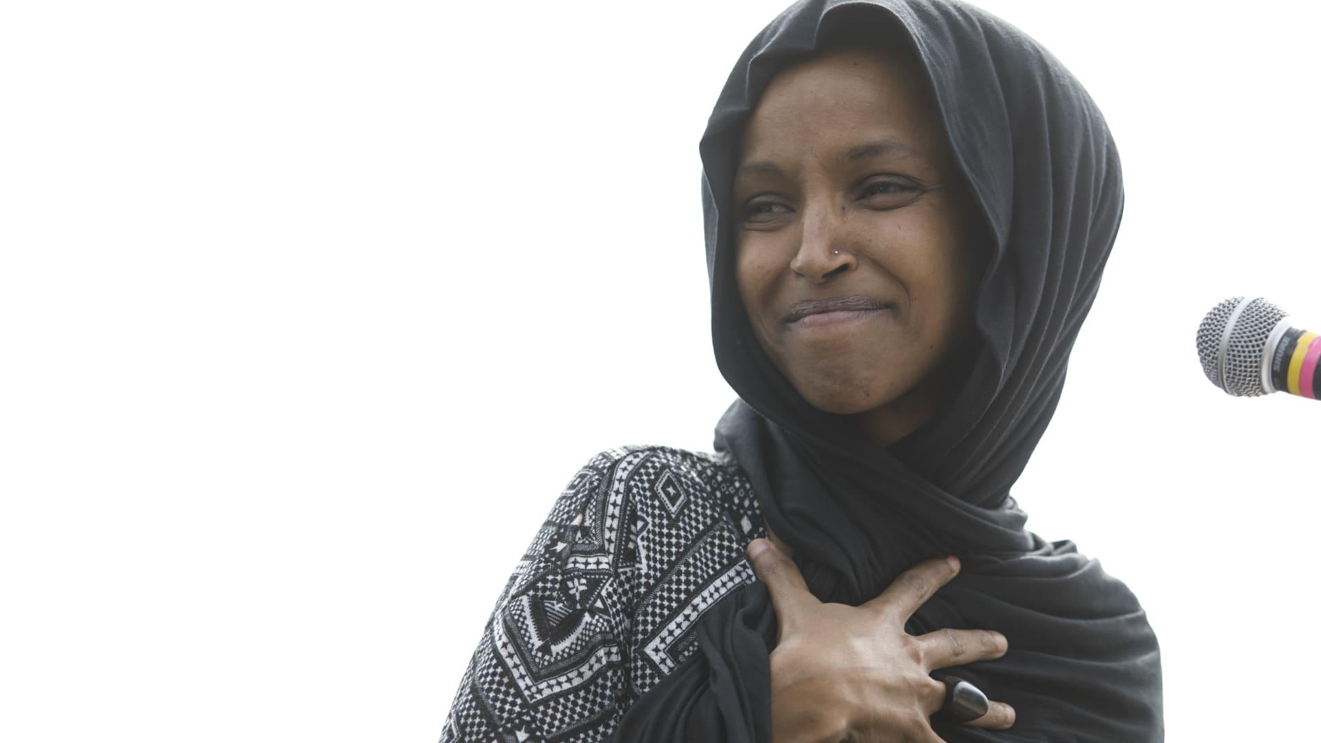 """غضب بعد """"بوستر"""" يربط النائب الأمريكية المسلمة الهان عمر بـ11 سبتمبر"""