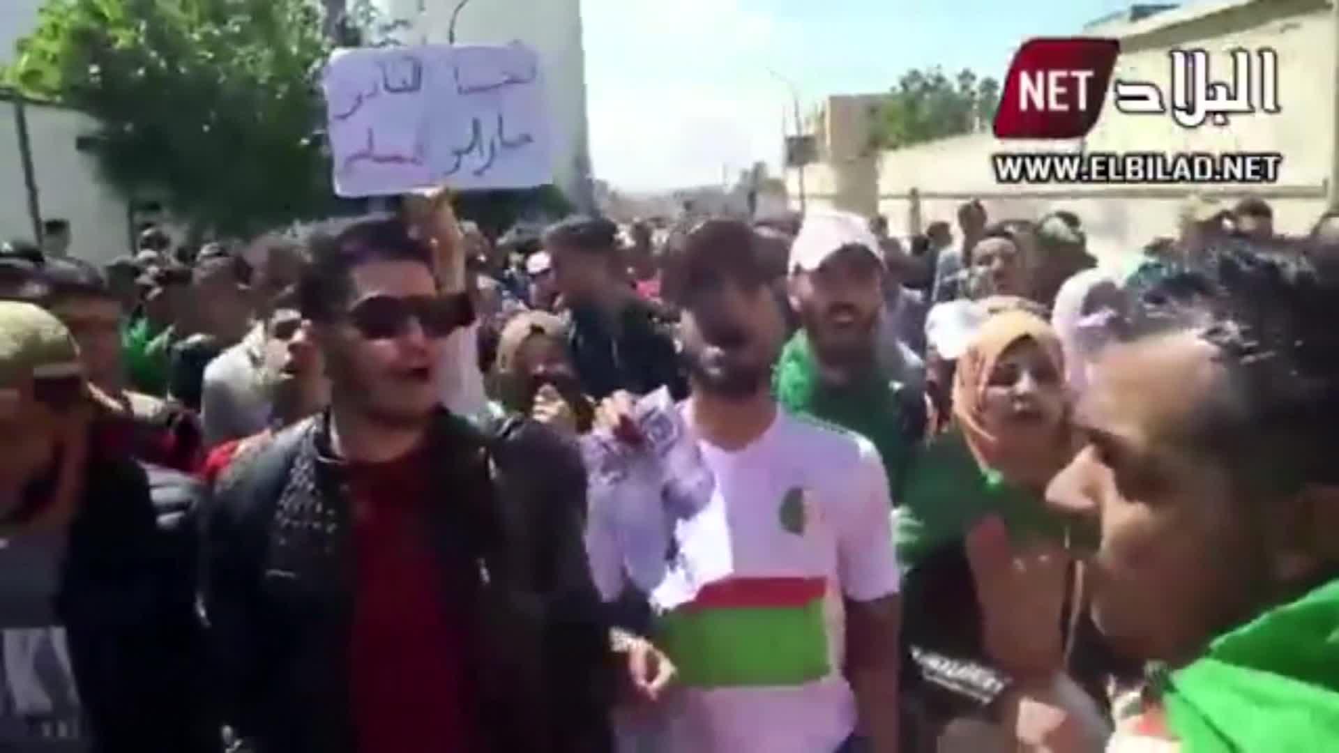 مظاهرات في الجزائر ضد الرئيس المؤقت عبد القادر بن صالح المعين حديثًا