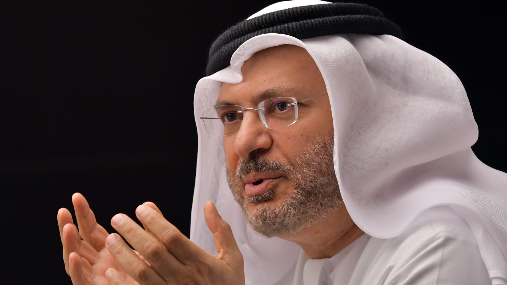 قرقاش: الحُديدة مصدر تمويل للحوثيين ونعوّل على الأمم المتحدة