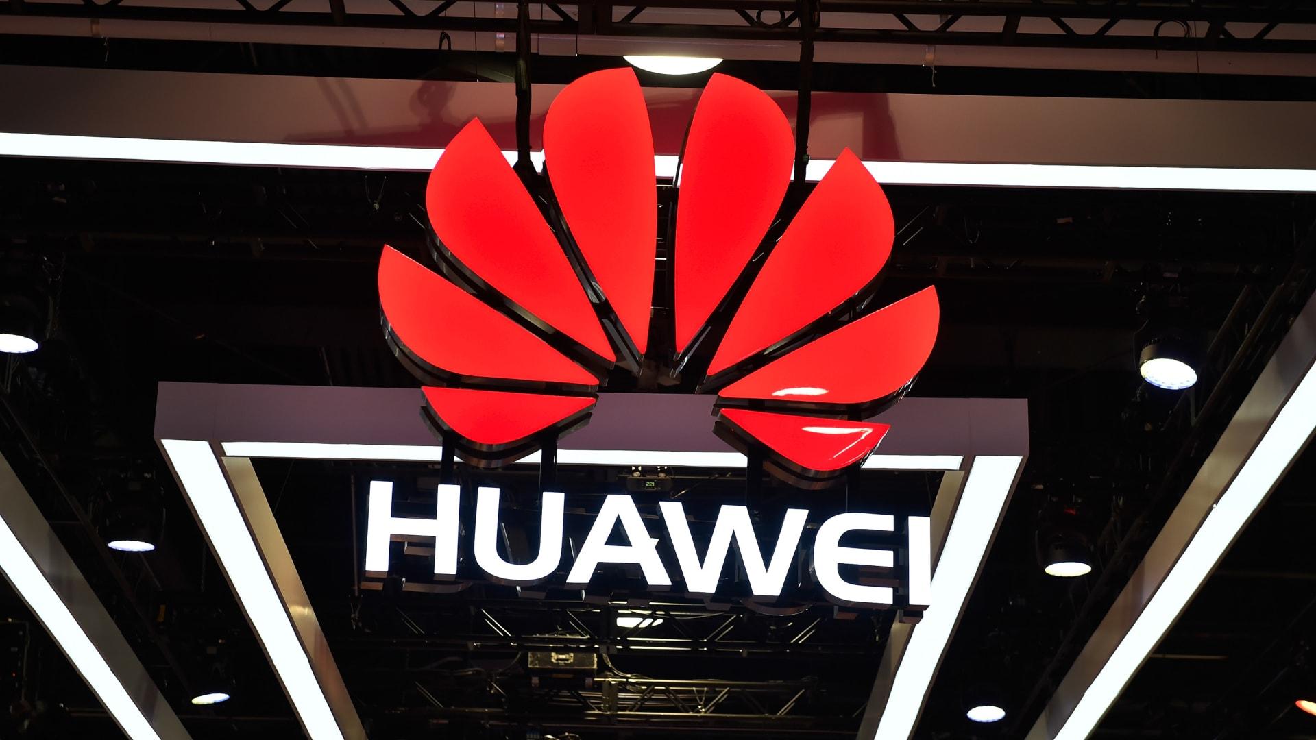 لماذا انقلبت دول العالم على شركة هواوي الصينية؟