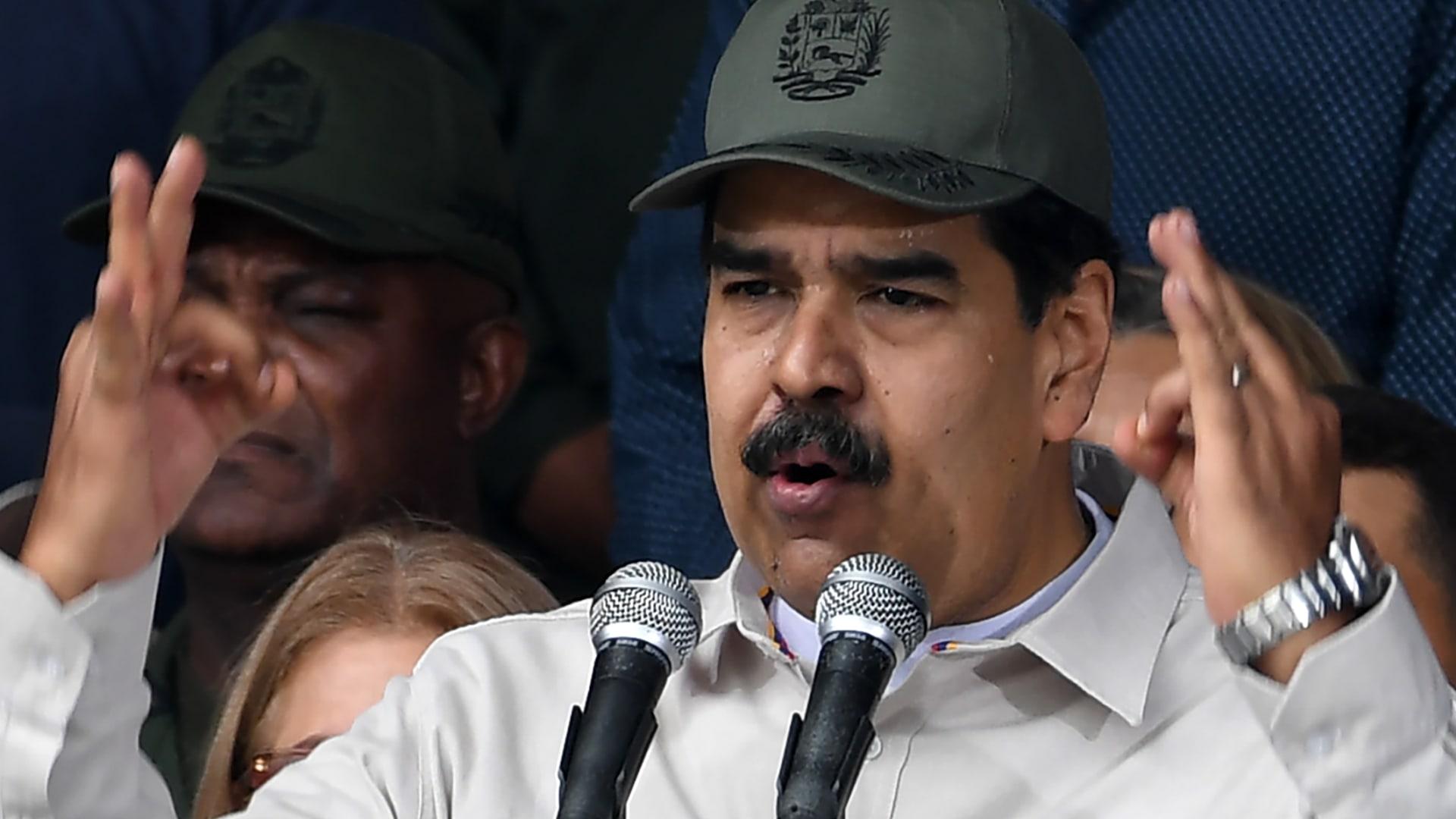 """زعيم المعارضة بفنزويلا يعلن """"بدء مرحلة إنهاء حكم مادورو"""""""