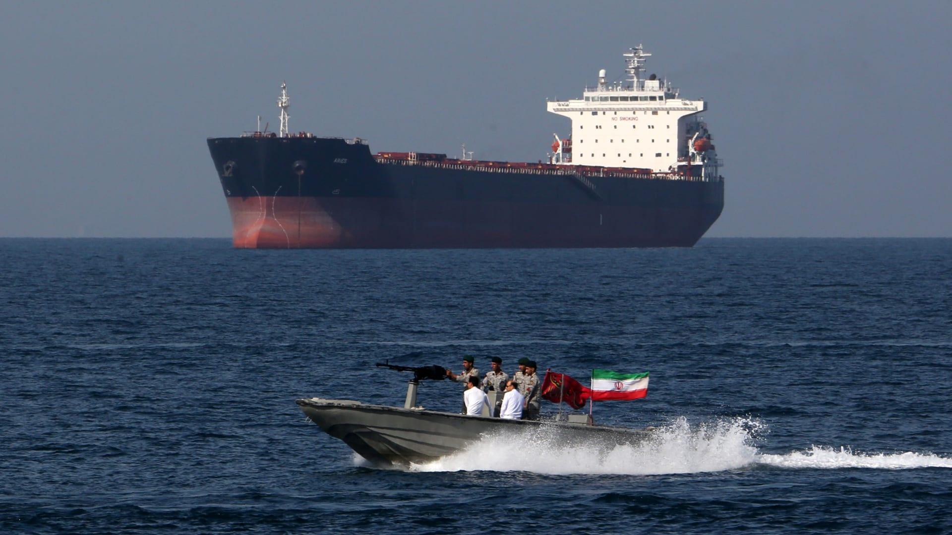 التصعيد يستمر.. أمريكا تحشد وإيران تترقب
