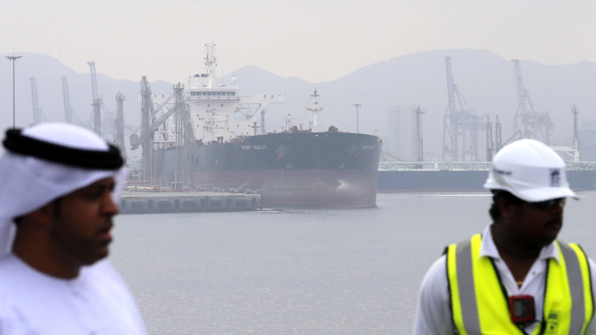 """شاهد آثار """"الهجوم التخريبي"""" الذي استهدف 4 سفن قرب الإمارات"""