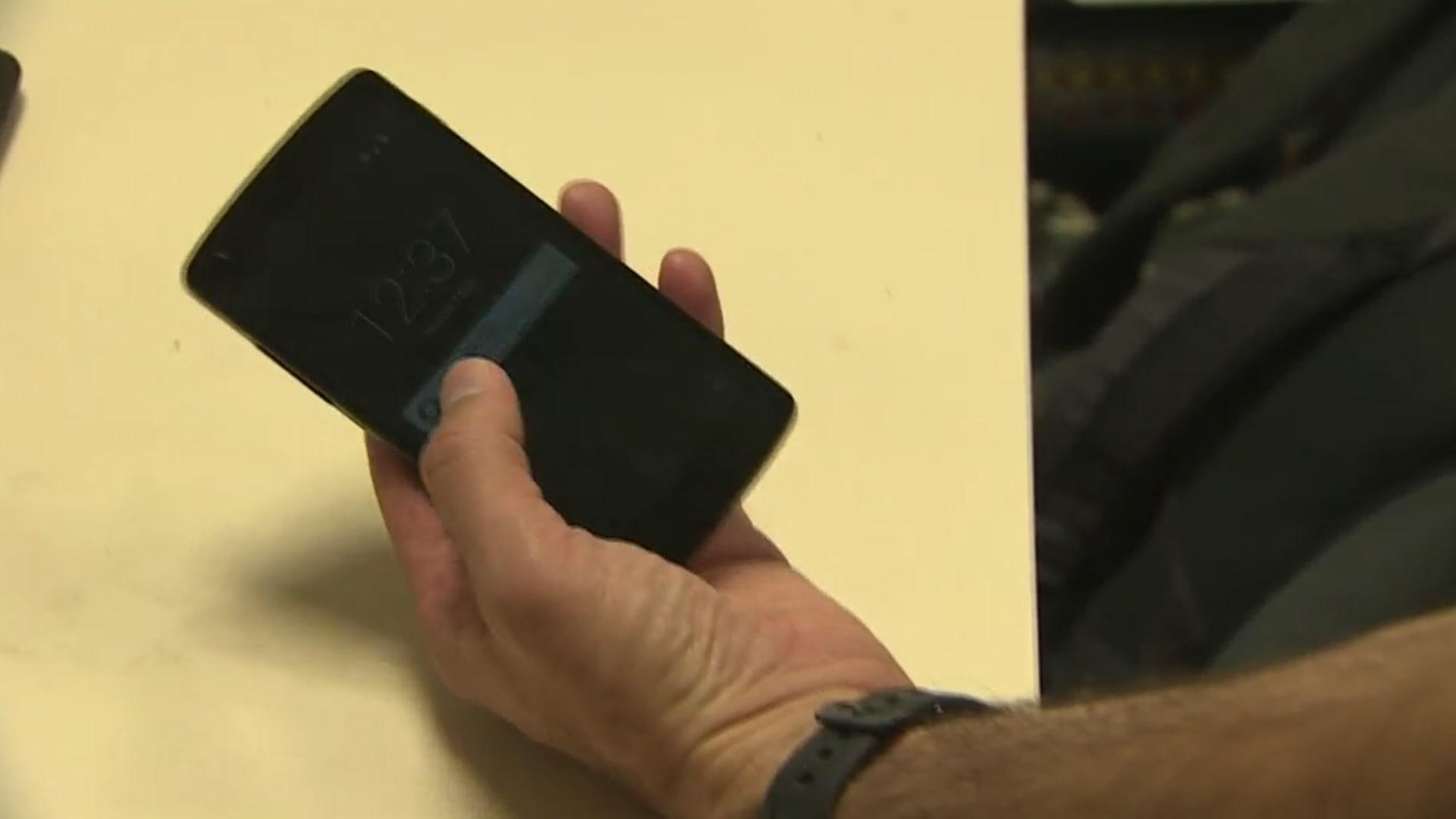 شاهد كيف يتم اختراق هاتفك في غضون 10 ثواني