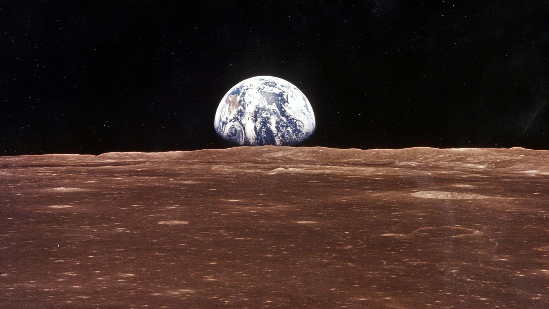 شاهد من الفضاء.. أنوار الشفق القطبي تتراقص فوق الأرض