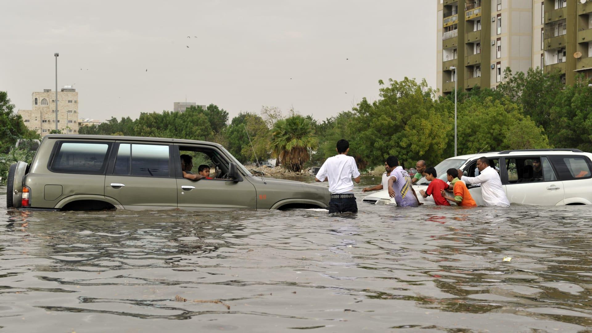 شاهد.. فيضانات تجتاح عدة مناطق في السعودية