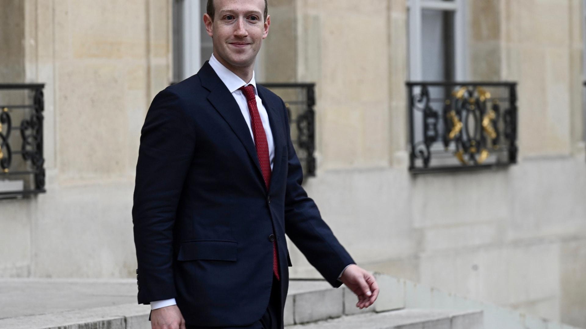 استغرق فيس بوك 15 عامًا للهيمنة على العالم.. إليكم الطريقة